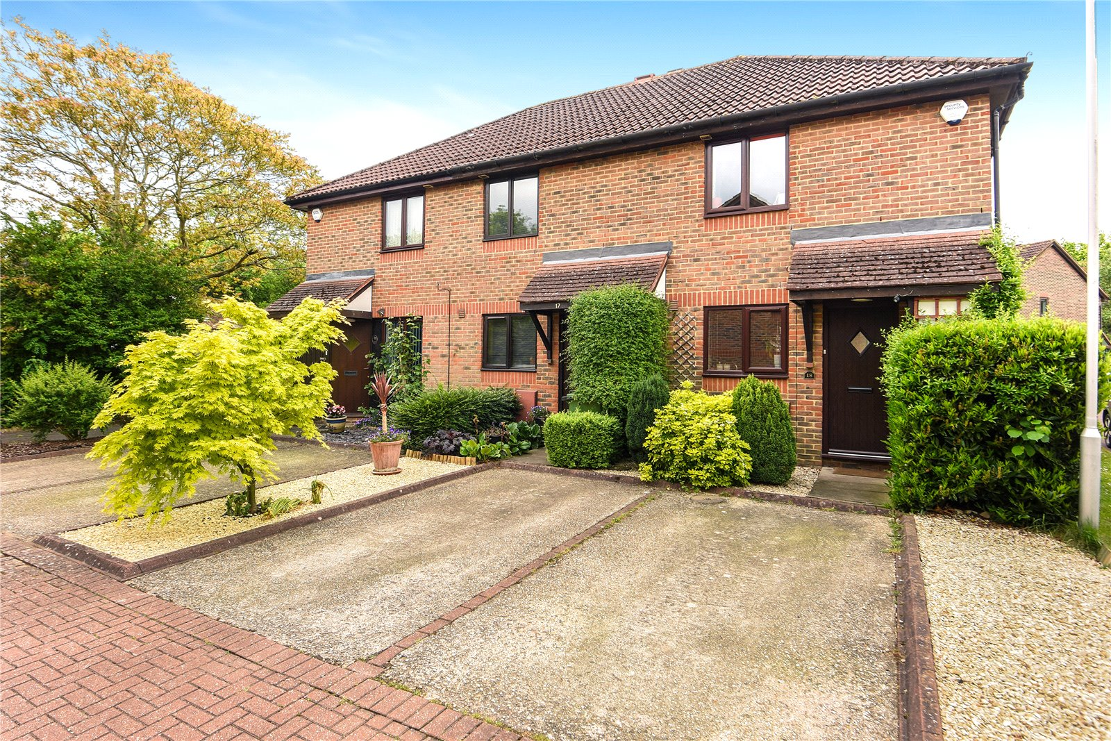 2 Bedrooms End Of Terrace House for sale in Barley Mead, Warfield, Bracknell, Berkshire, RG42