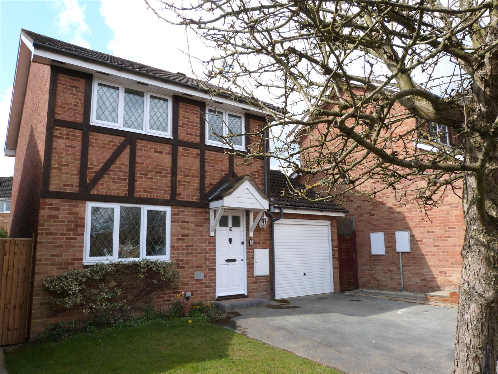 3 Bedrooms Detached House for rent in Tippits Mead, Bracknell, Berkshire, RG42