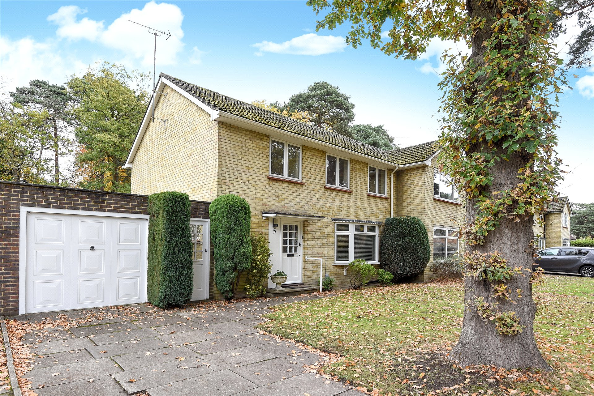 3 Bedrooms Semi Detached House for sale in Nightingale Crescent, Bracknell, Berkshire, RG12
