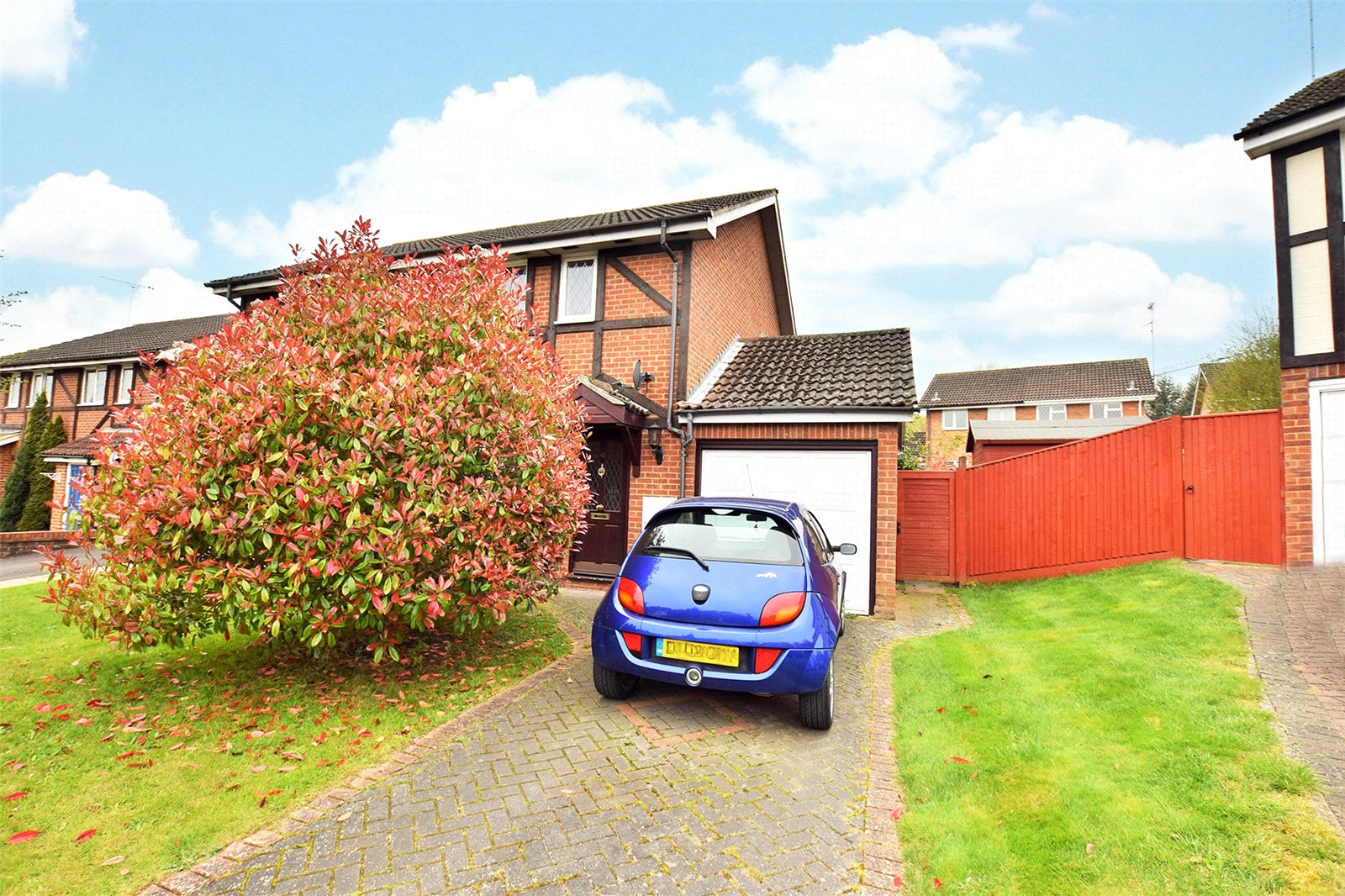 2 Bedrooms End Of Terrace House for sale in Farley Copse, Amen Corner, Binfield, Berkshire, RG42