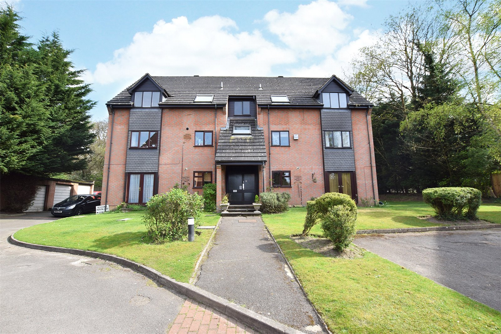 2 Bedrooms Apartment Flat for sale in Acacia Court, Bracknell, Berkshire, RG12