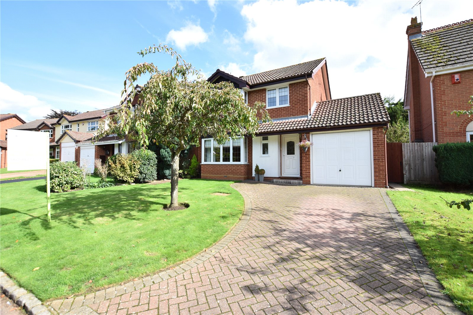 4 Bedrooms Detached House for sale in Woodford Green, The Warren, Bracknell, Berkshire, RG12