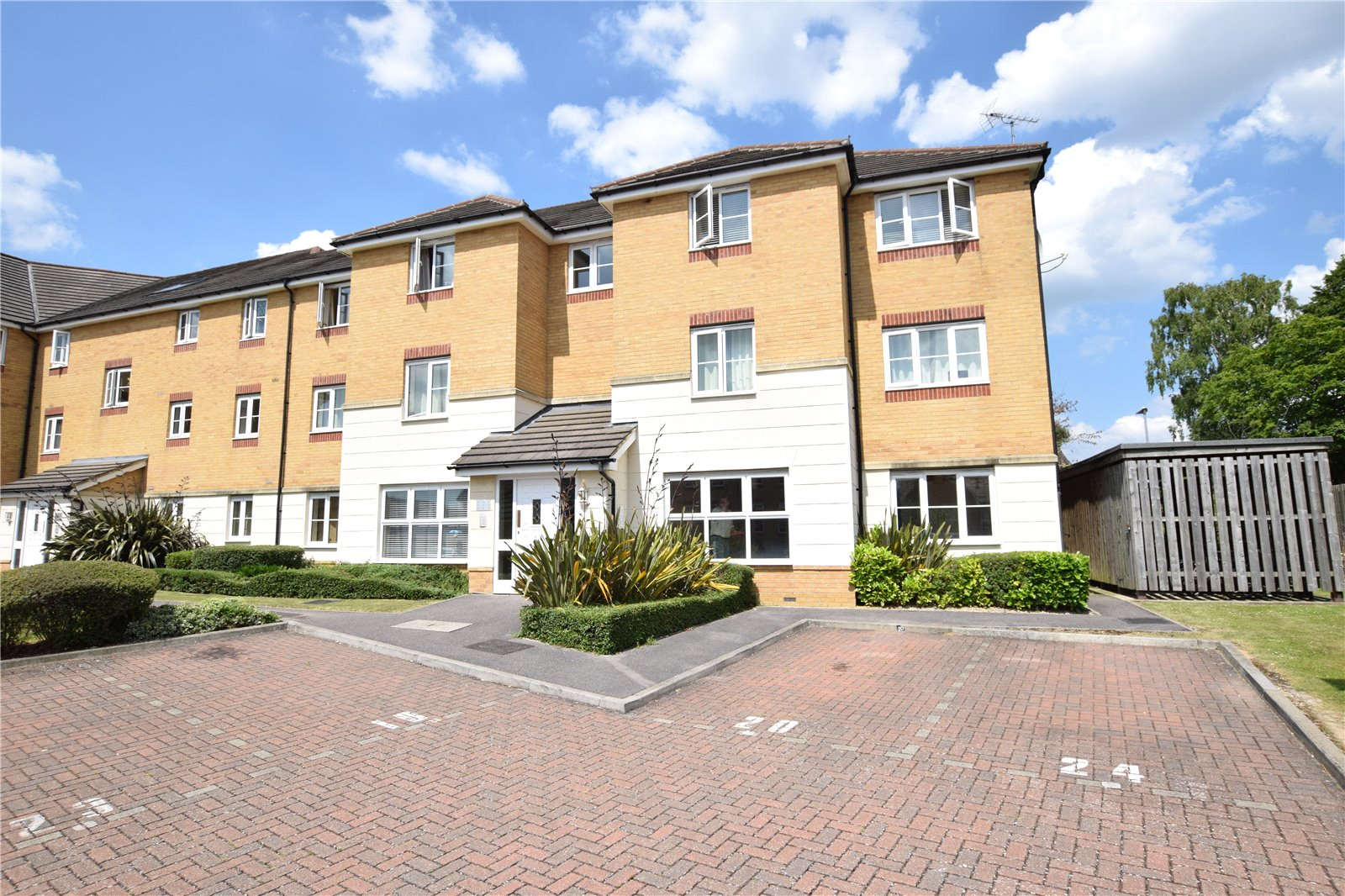 2 Bedrooms Apartment Flat for sale in Somerville Rise, Bracknell, Berkshire, RG12