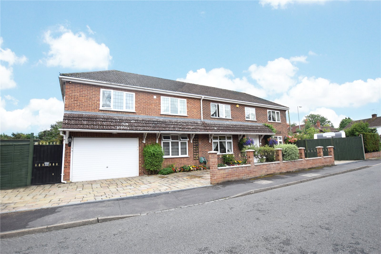 4 Bedrooms Detached House for sale in Manor Close, Bracknell, Berkshire, RG42
