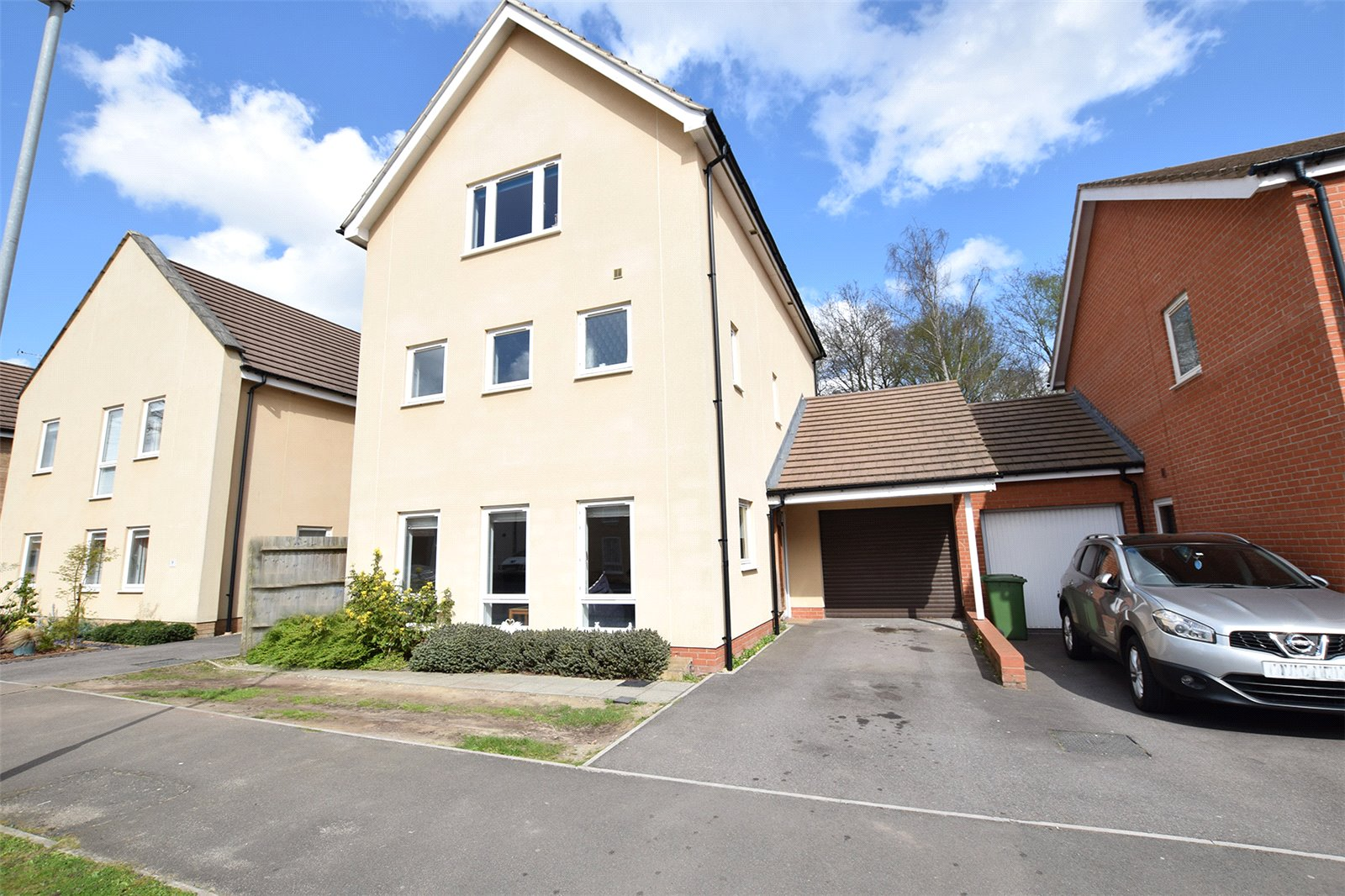 6 Bedrooms Detached House for sale in Lysander Drive, Bracknell, Berkshire, RG12