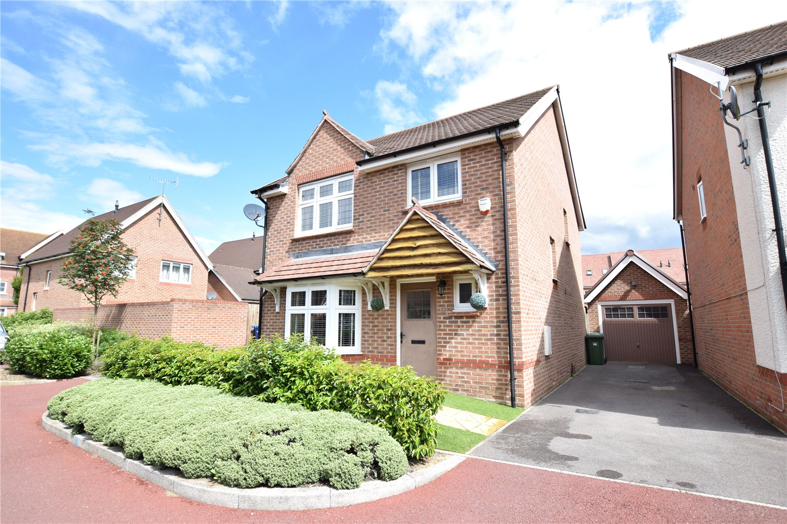 4 Bedrooms Detached House for sale in Bunting Lane, Jennett's Park, Bracknell, Berkshire, RG12