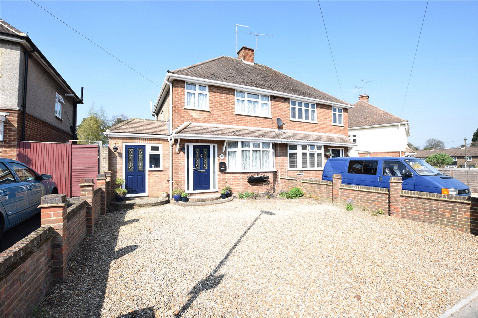 3 Bedrooms Semi Detached House for sale in Deepfield Road, Bracknell, Berkshire, RG12