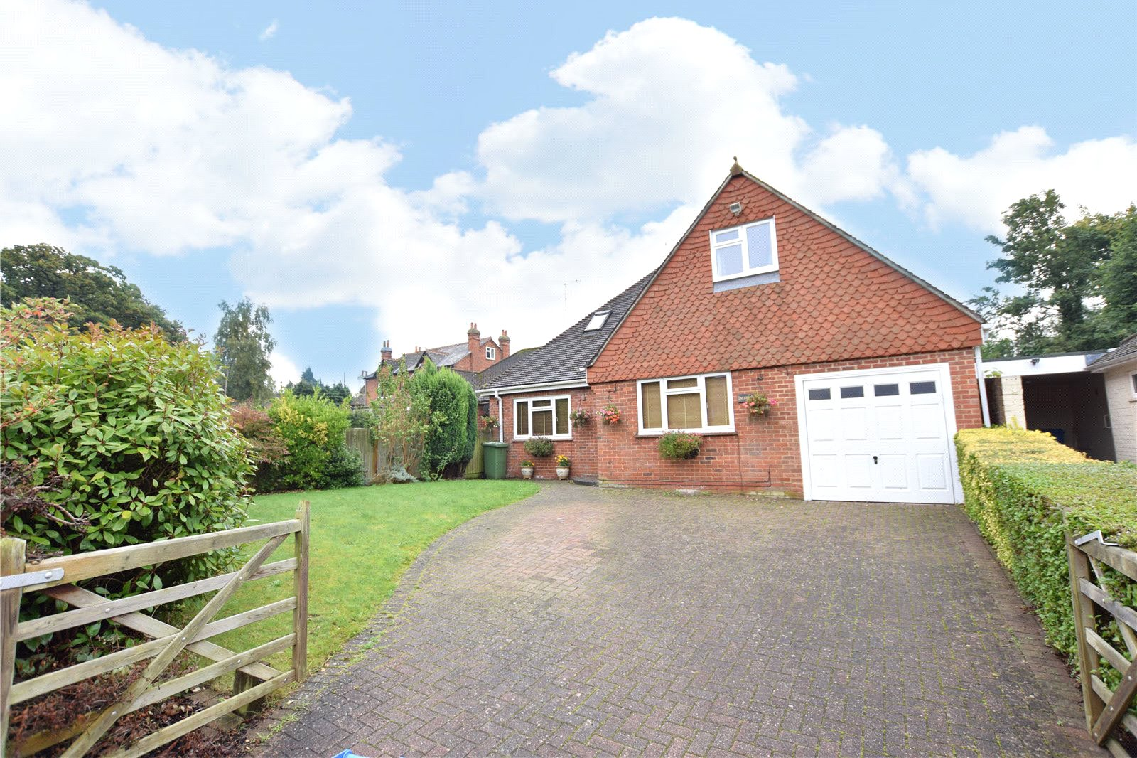 3 Bedrooms Detached House for sale in Crowthorne Road, Bracknell, Berkshire, RG12