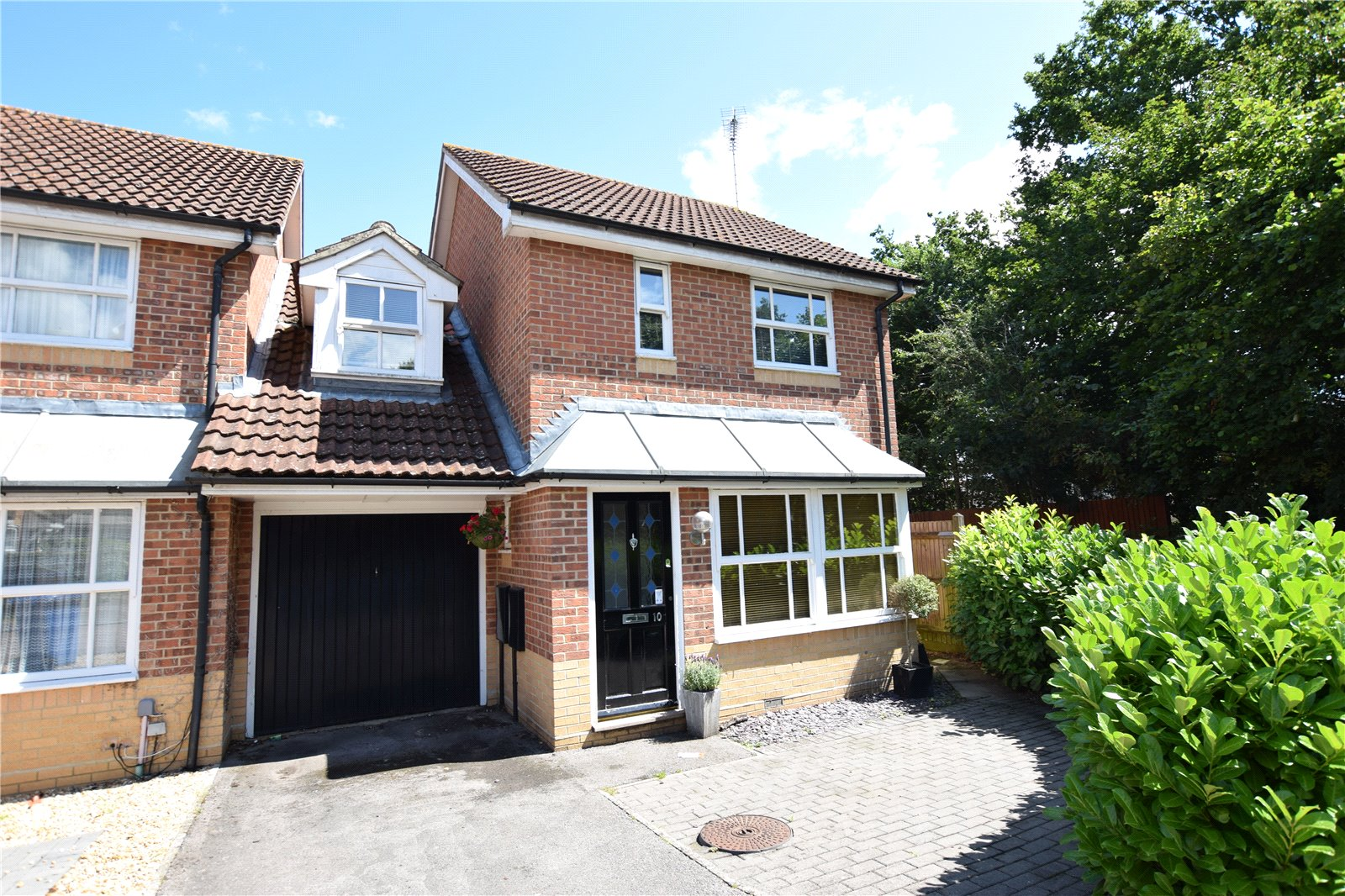3 Bedrooms Semi Detached House for sale in Wallcroft Close, Binfield, Bracknell, Berkshire, RG42