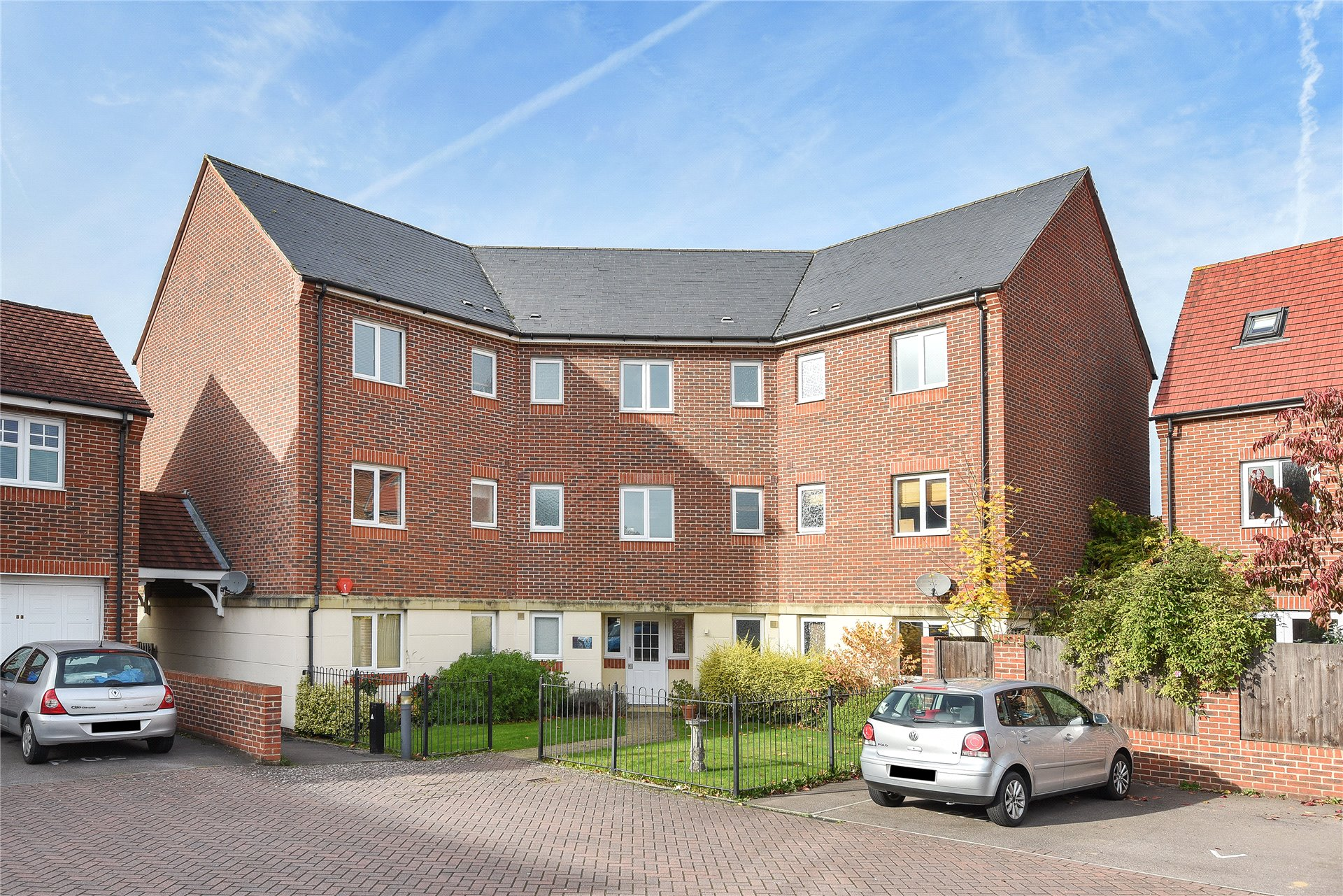 2 Bedrooms Apartment Flat for sale in Osprey Avenue, Bracknell, Berkshire, RG12