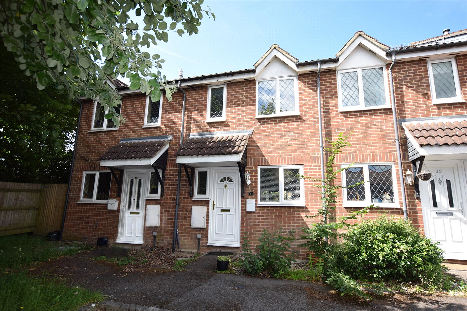 2 Bedrooms Terraced House for sale in Radcliffe Way, Binfield, Berkshire, RG42