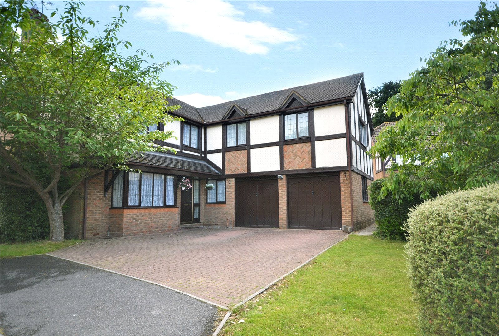 5 Bedrooms Detached House for sale in Matthews Chase, Temple Park, Binfield, Berkshire, RG42