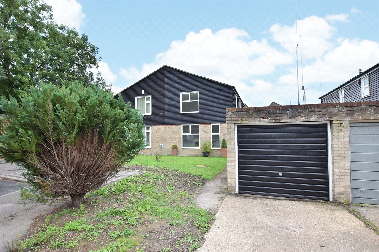 3 Bedrooms Semi Detached House for sale in Coningsby, Bracknell, Berkshire, RG12