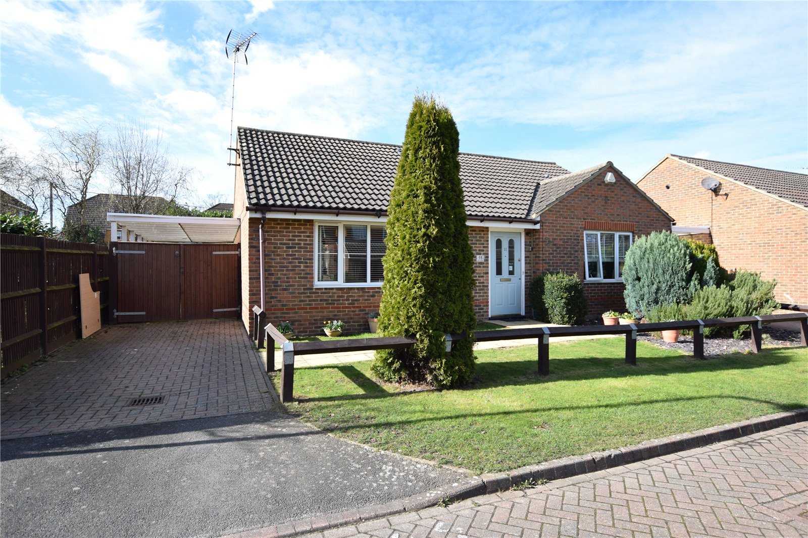4 Bedrooms Detached Bungalow for sale in Anders Corner, Bracknell, Berkshire, RG42