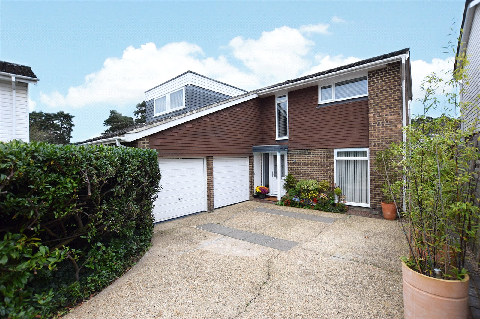 4 Bedrooms Detached House for sale in Qualitas, Bracknell, Berkshire, RG12