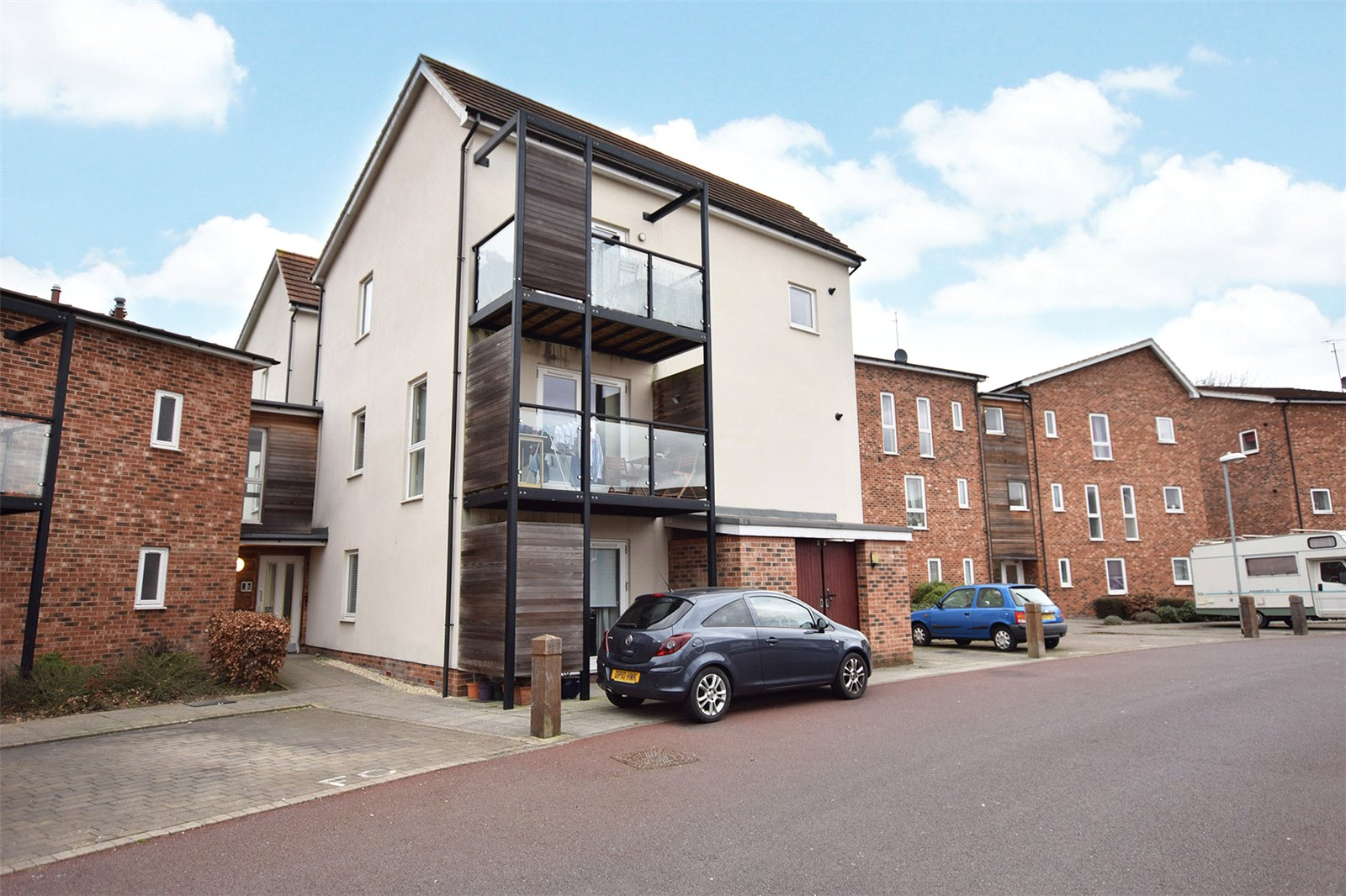 2 Bedrooms Apartment Flat for sale in Hampden Crescent, Bracknell, Berkshire, RG12