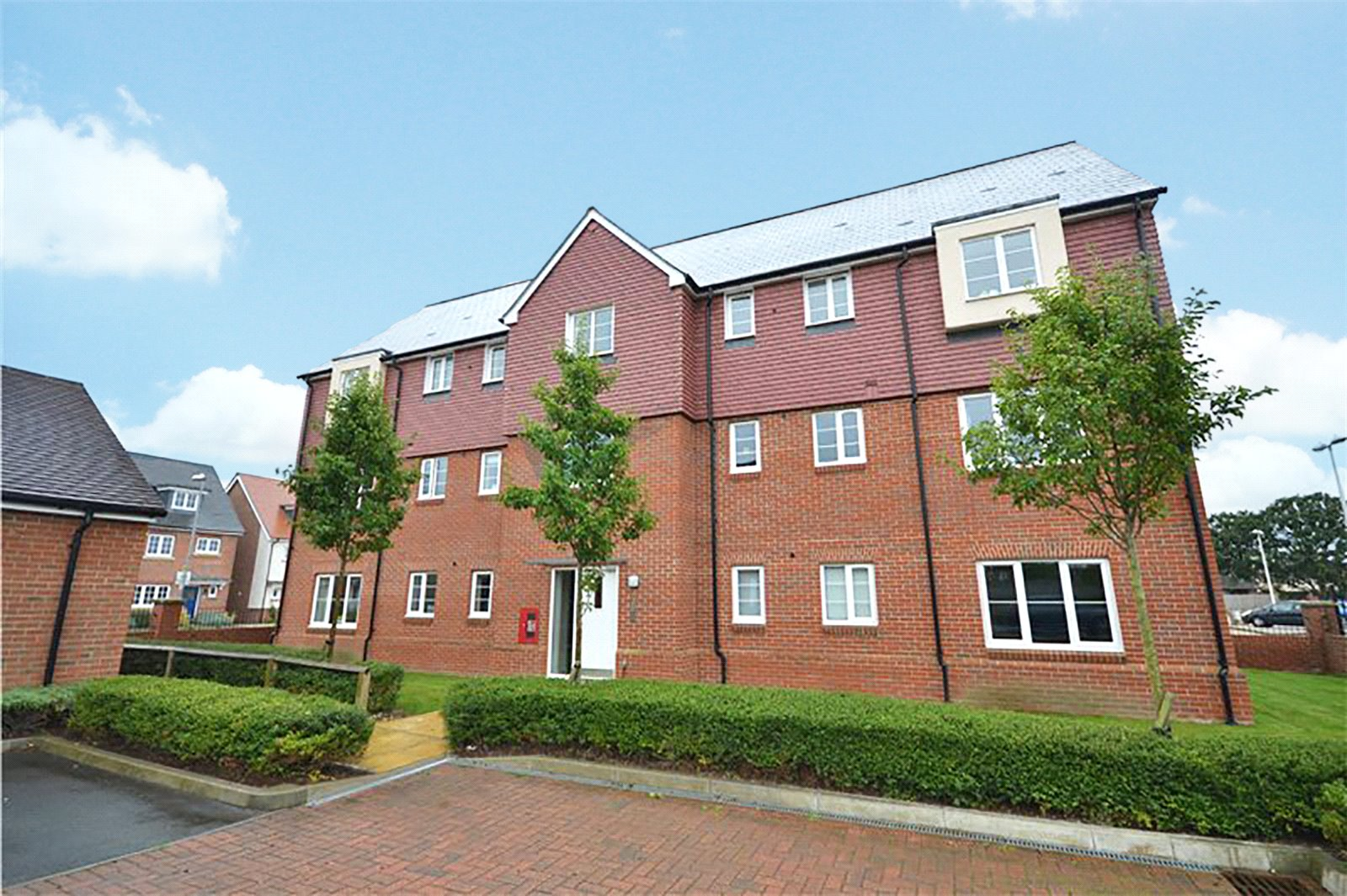 2 Bedrooms Apartment Flat for sale in Sparrowhawk Way, Bracknell, Berkshire, RG12