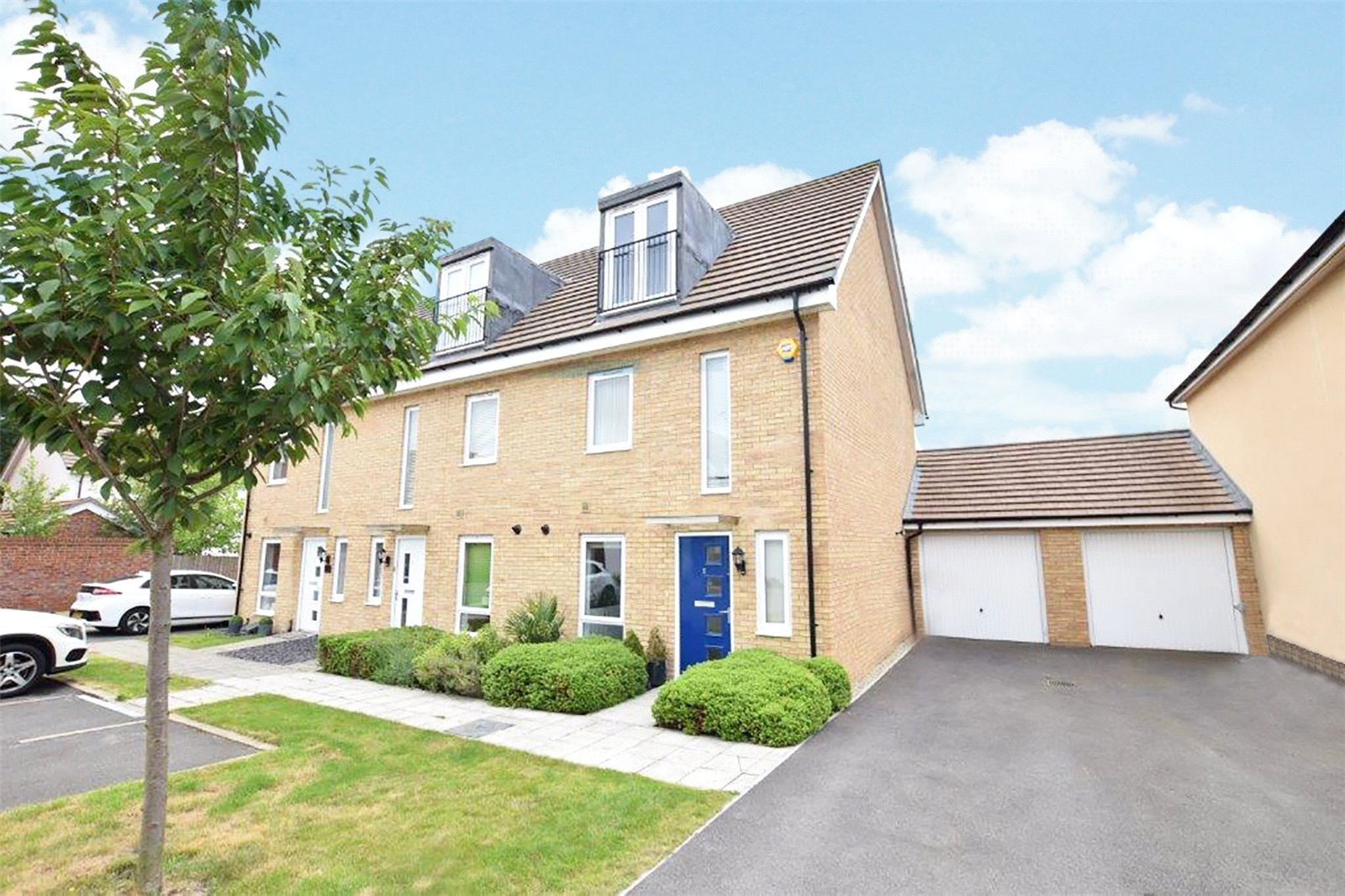 3 Bedrooms End Of Terrace House for sale in Vickers Row, Bracknell, Berkshire, RG12