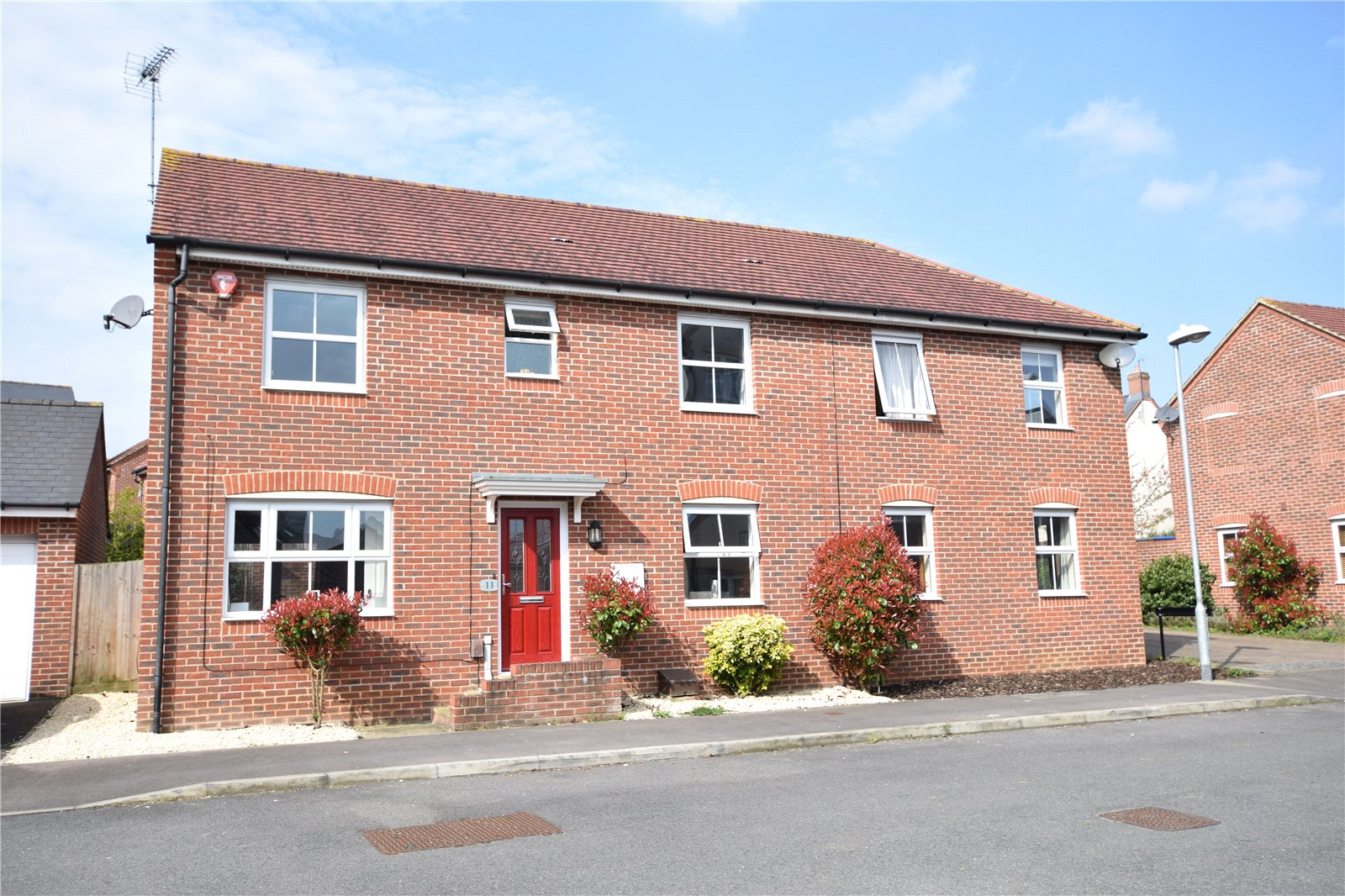 3 Bedrooms Semi Detached House for sale in Pigeon Grove, Bracknell, Berkshire, RG12