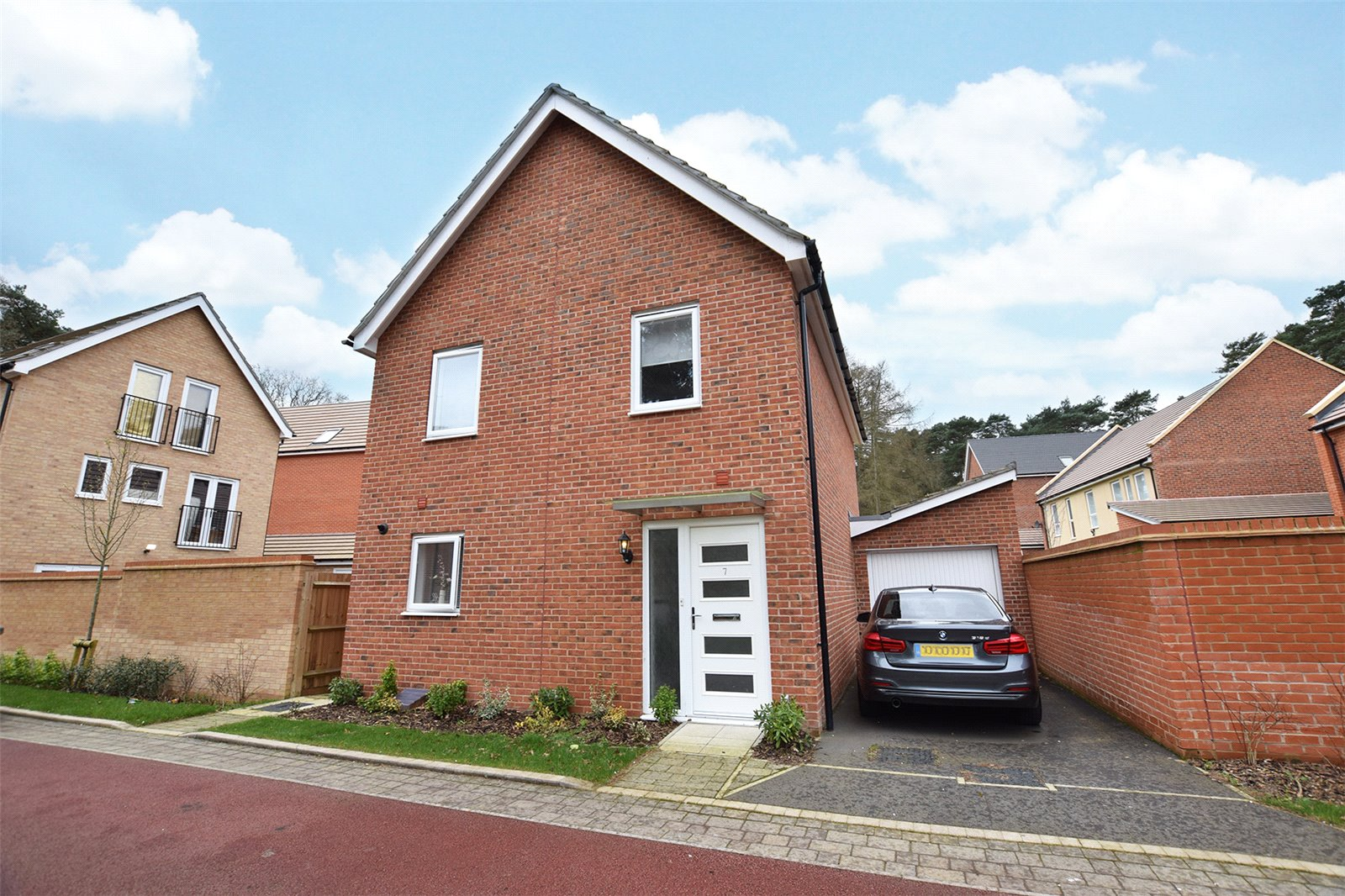 3 Bedrooms Detached House for sale in Hurricane Gate, Bracknell, Berkshire, RG12