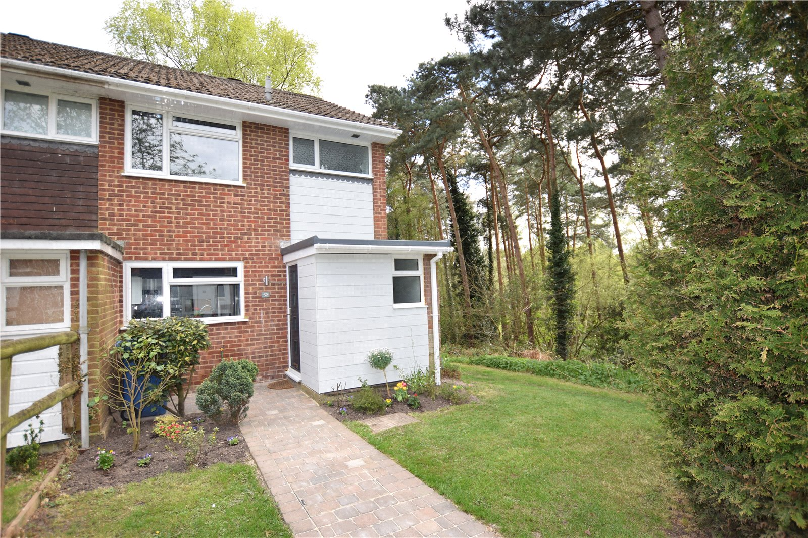 3 Bedrooms End Of Terrace House for sale in Holland Pines, Bracknell, Berkshire, RG12