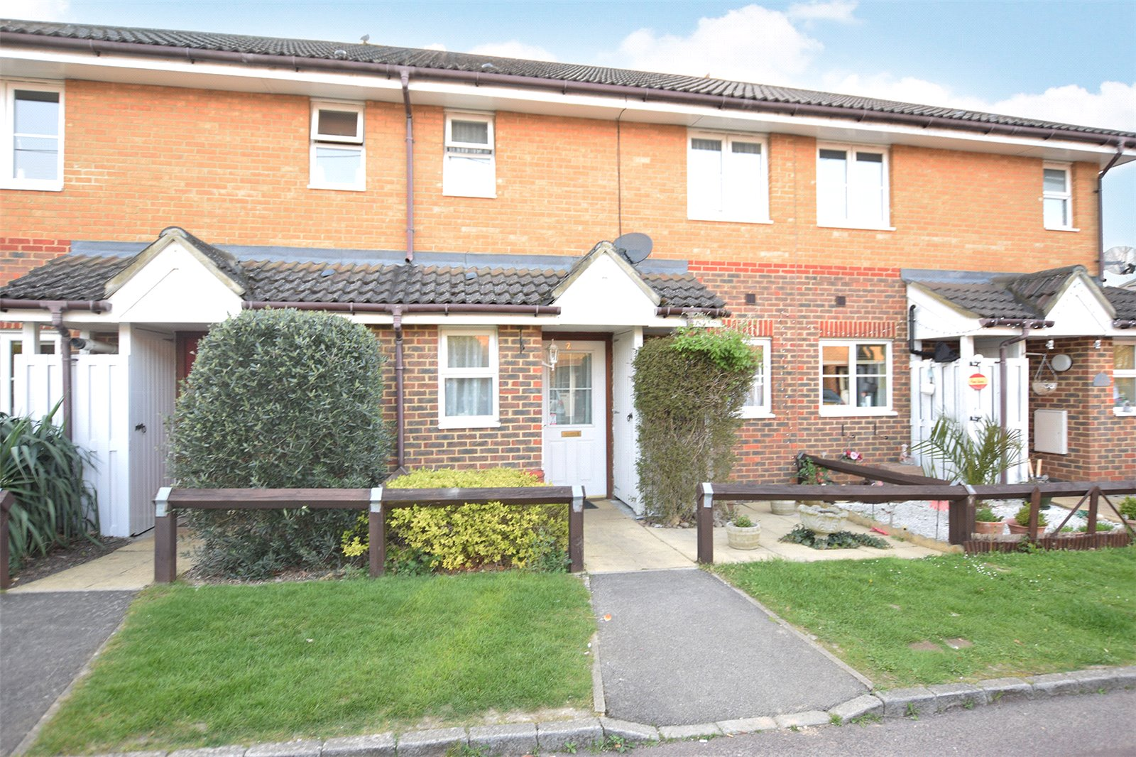 3 Bedrooms Terraced House for sale in Lilac Cottages, Pollardrow Avenue, Bracknell, Berkshire, RG42