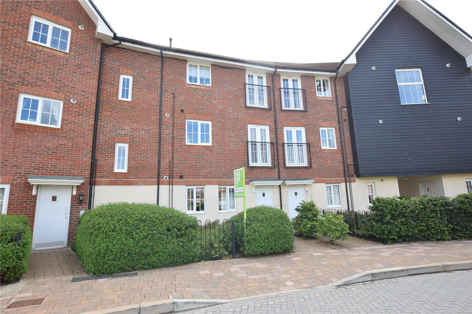 2 Bedrooms Apartment Flat for sale in Fulmar Crescent, Bracknell, Berkshire, RG12