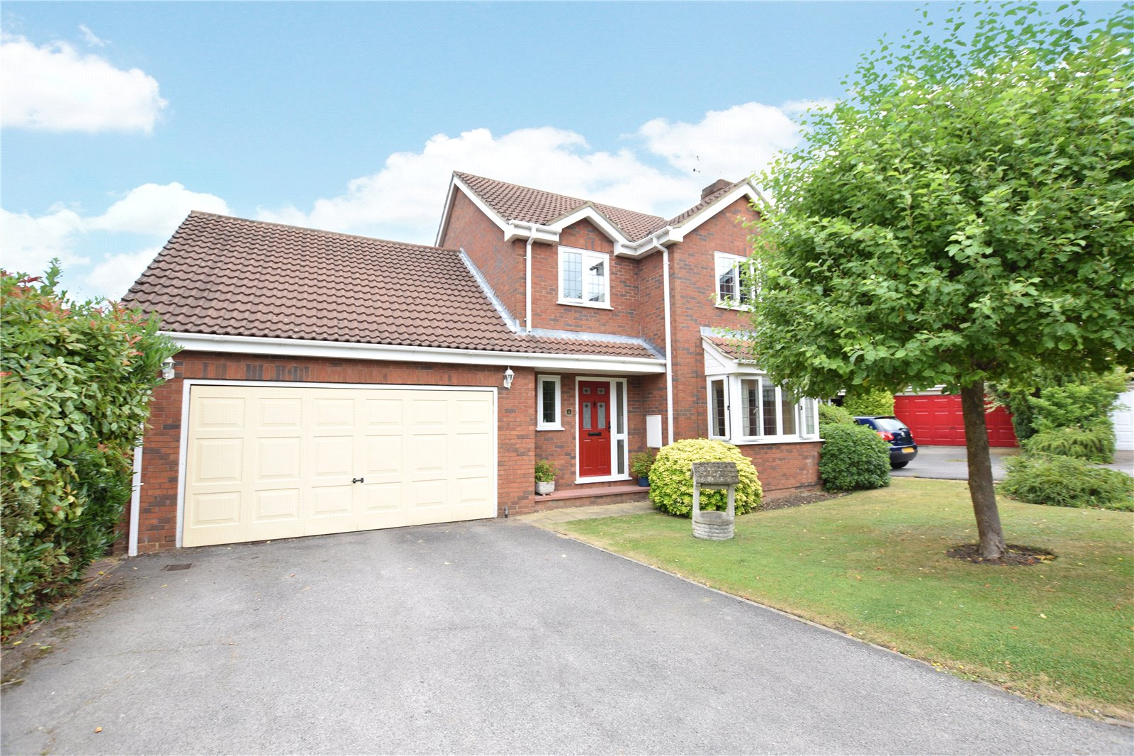 4 Bedrooms Detached House for sale in Lutterworth Close, Bracknell, Berkshire, RG42