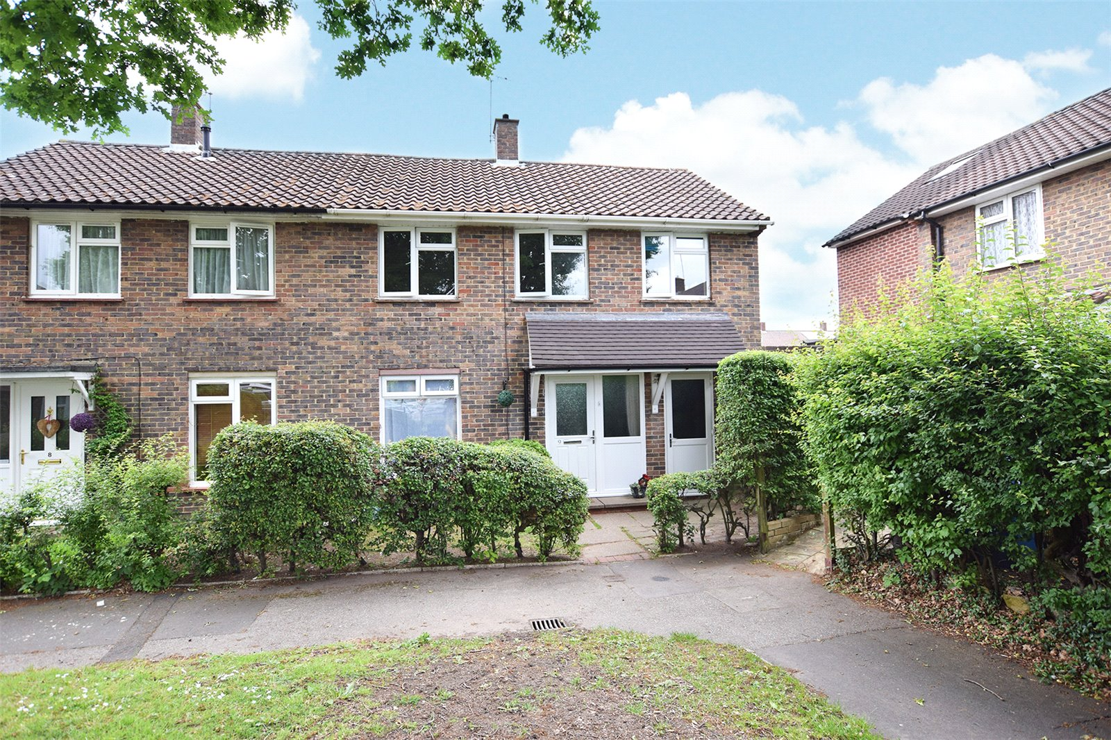 3 Bedrooms Semi Detached House for sale in Nelson Close, Bracknell, Berkshire, RG12