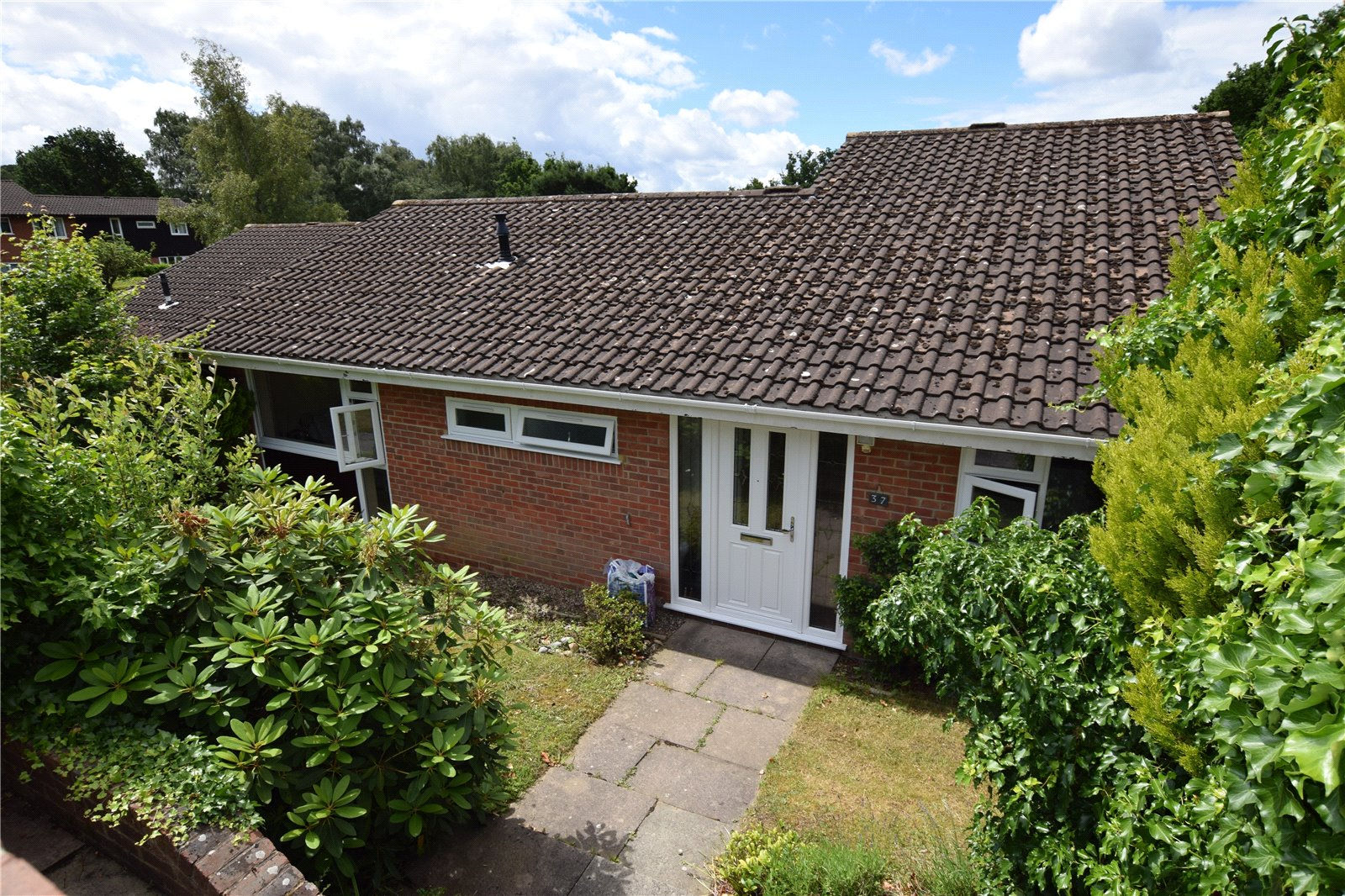 3 Bedrooms Bungalow for sale in Gainsborough, Bracknell, Berkshire, RG12