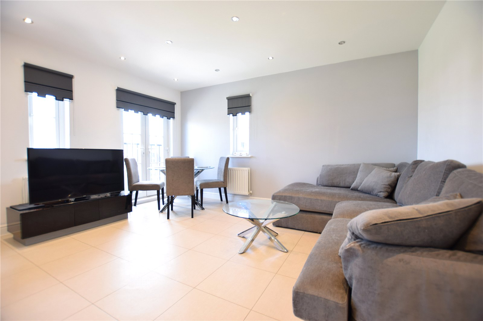2 Bedrooms Apartment Flat for sale in Fulmar Crescent, Jennett's Park, Bracknell, Berkshire, RG12