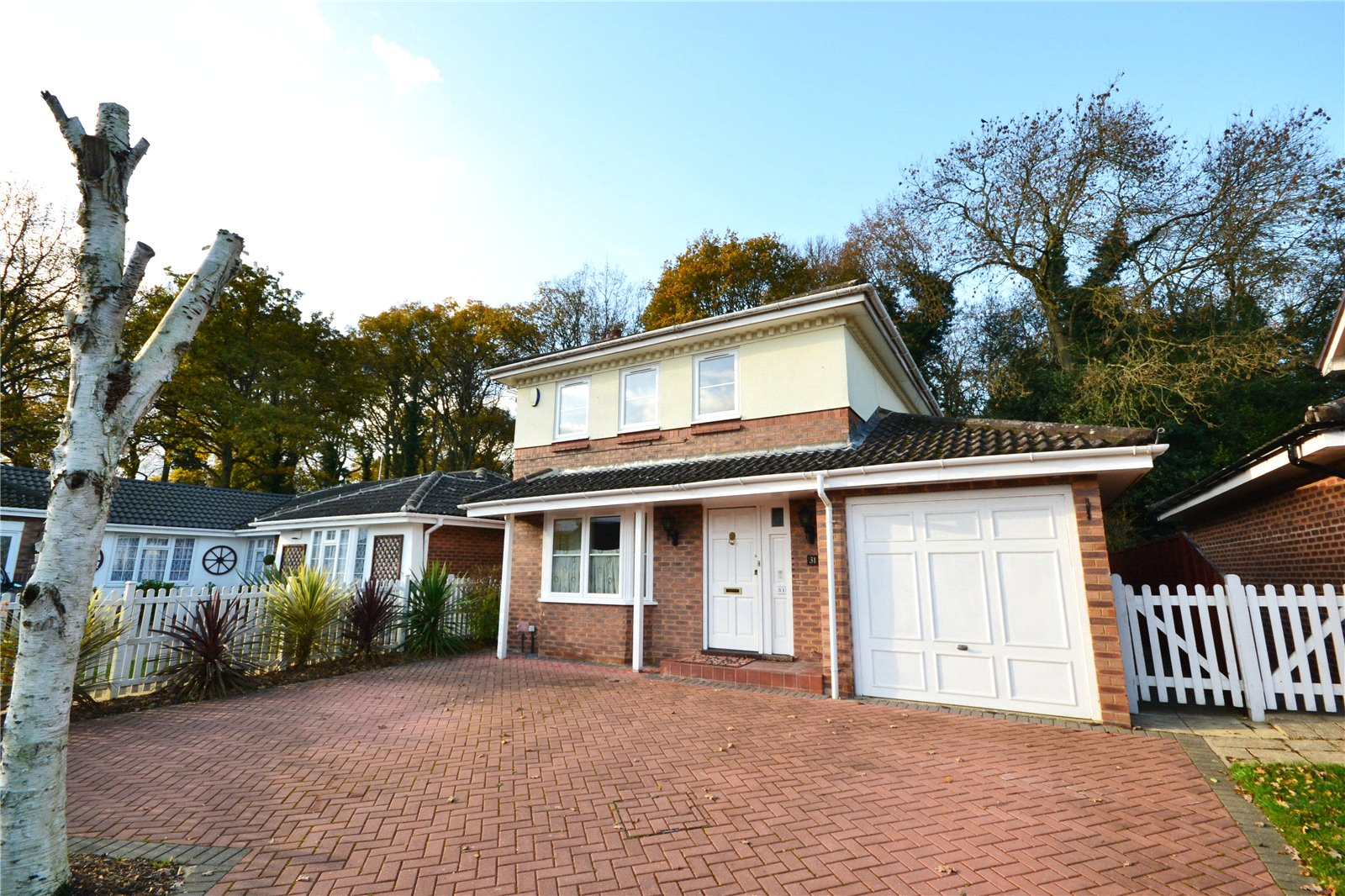 4 Bedrooms Detached House for sale in Hombrook Drive, Amen Corner, Binfield, Berkshire, RG42