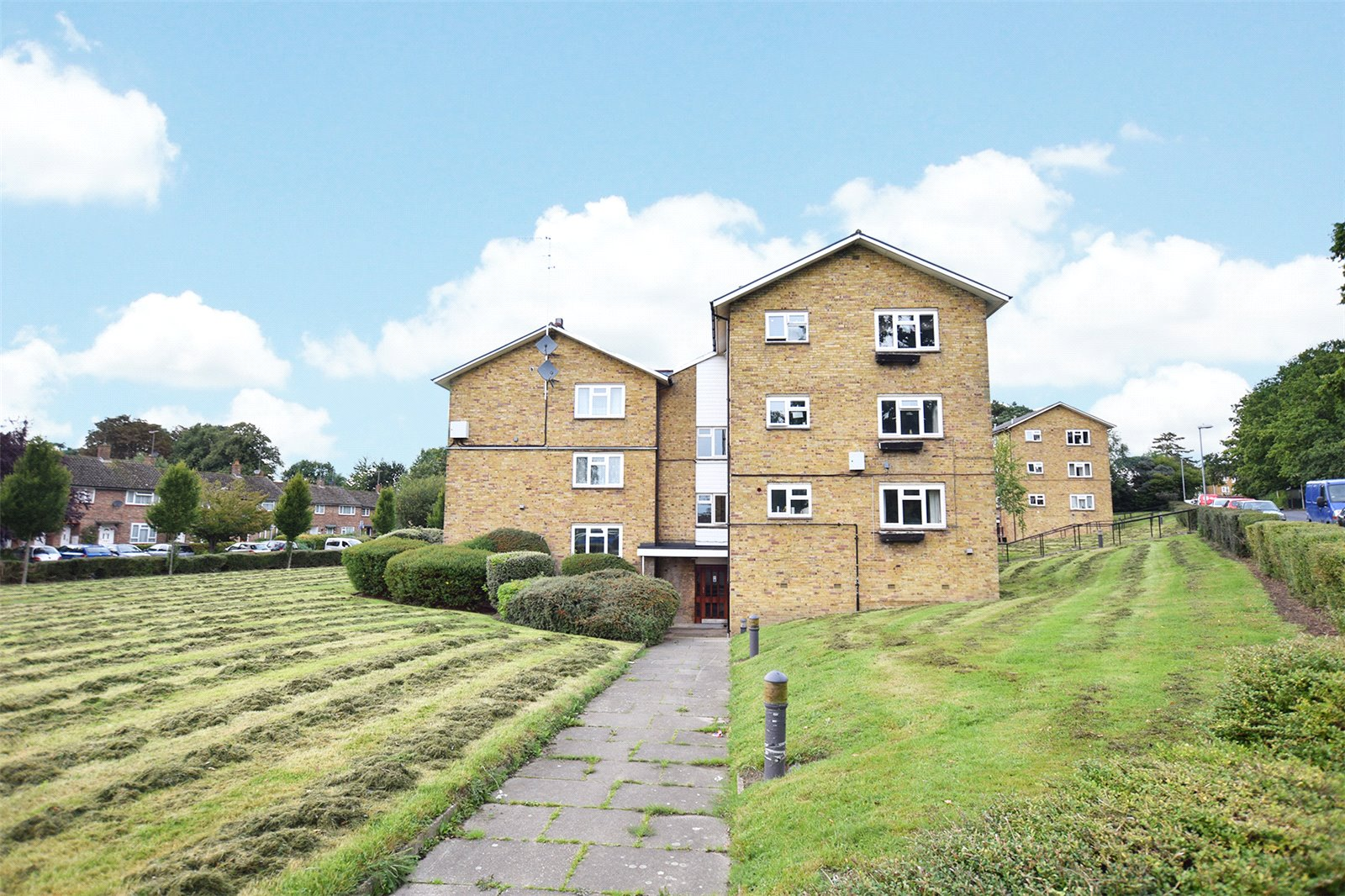 1 Bedroom Apartment Flat for sale in Stuart House, Windlesham Road, Bracknell, Berkshire, RG42