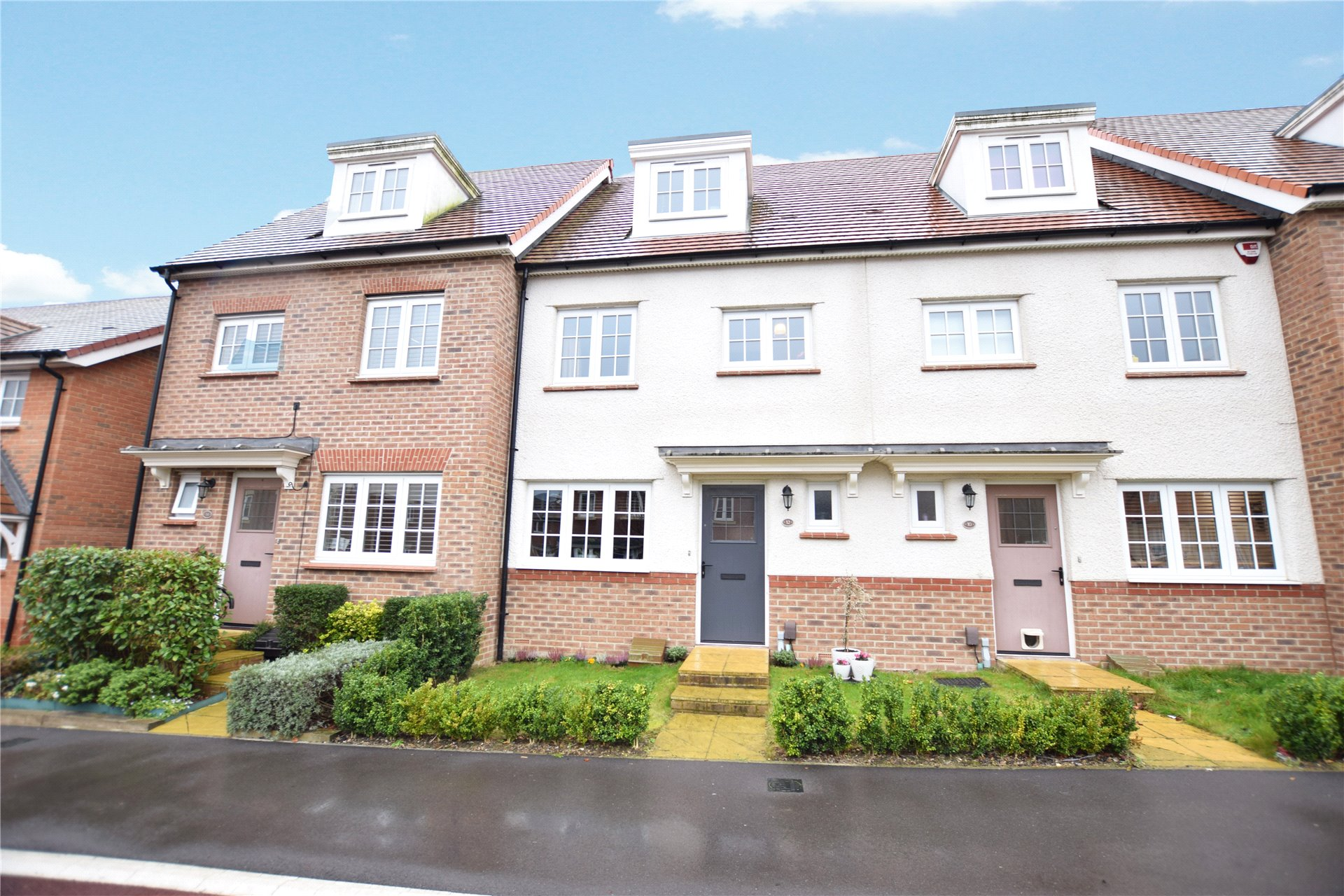 4 Bedrooms Terraced House for sale in Eagle Way, Bracknell, Berkshire, RG12