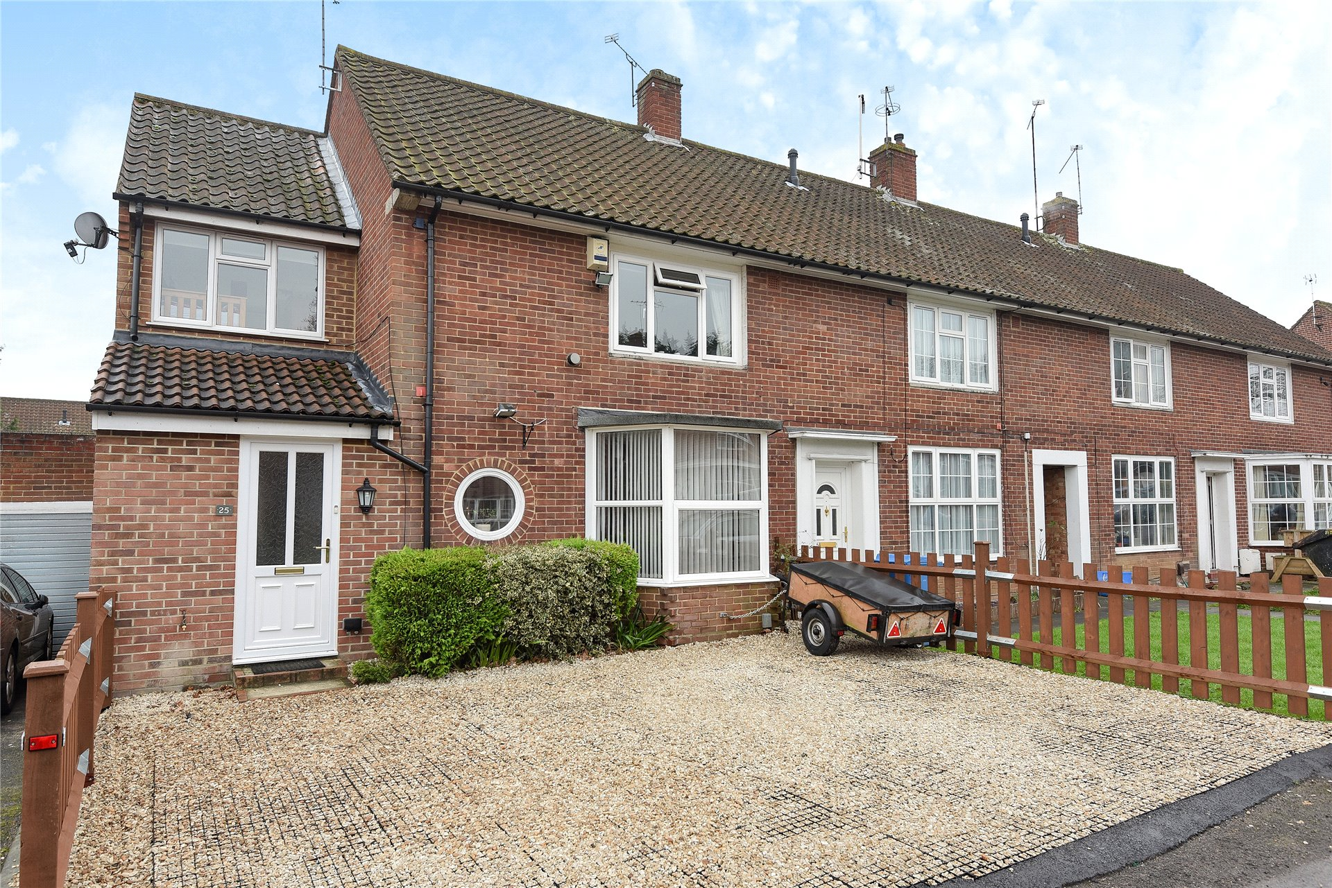 3 Bedrooms End Of Terrace House for sale in Hawthorn Close, Bracknell, Berkshire, RG42