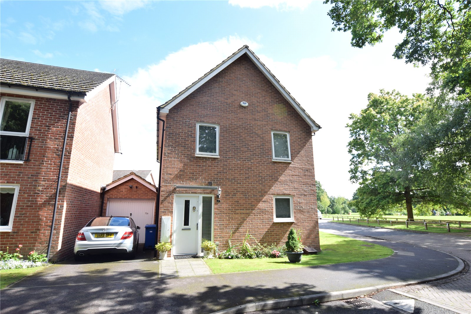3 Bedrooms Detached House for sale in Hastings View, Bracknell, Berkshire, RG12