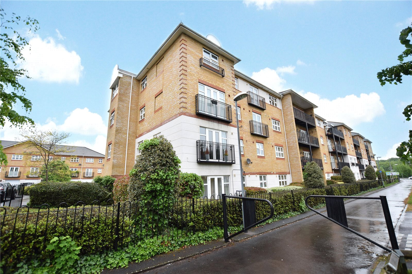 2 Bedrooms Apartment Flat for sale in Ogden Park, Bracknell, Berkshire, RG12