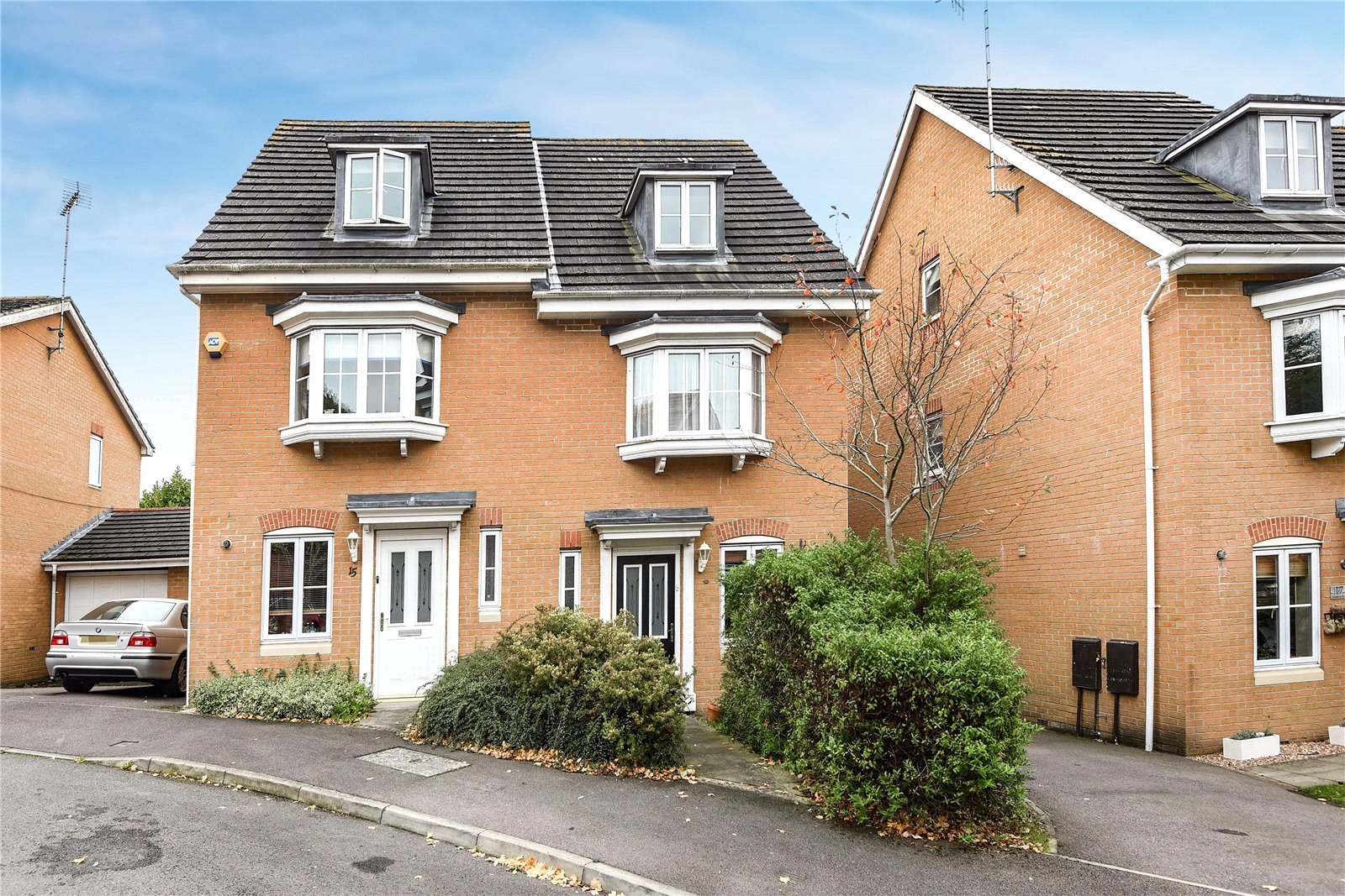 3 Bedrooms Semi Detached House for sale in Hollerith Rise, Bracknell, Berkshire, RG12