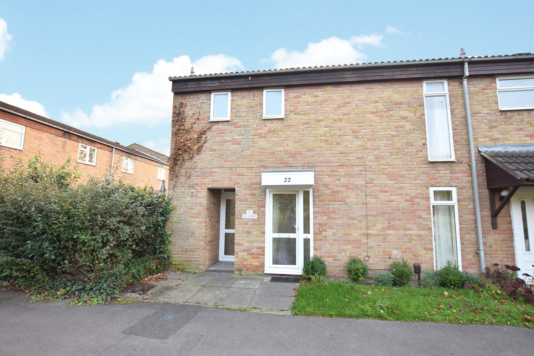 2 Bedrooms Semi Detached House for sale in Evedon, Bracknell, Berkshire, RG12