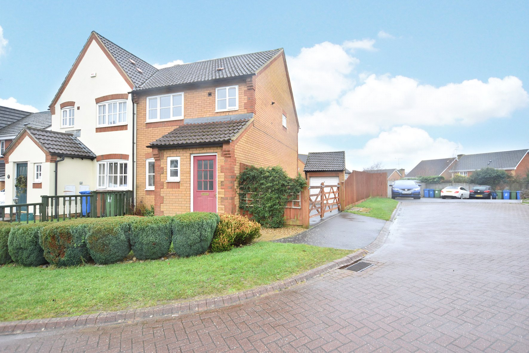 3 Bedrooms Semi Detached House for sale in Marcheria Close, Bracknell, Berkshire, RG12