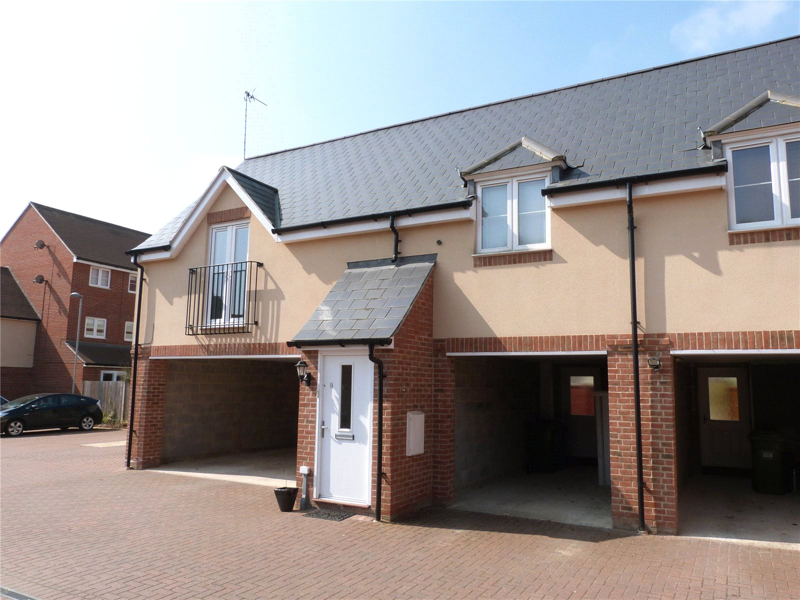 2 Bedrooms Maisonette Flat for sale in Blackcap Lane, Bracknell, Berkshire, RG12