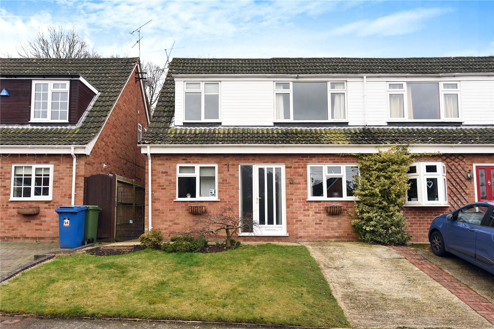 4 Bedrooms Semi Detached House for sale in Grampian Road, Sandhurst, Berkshire, GU47