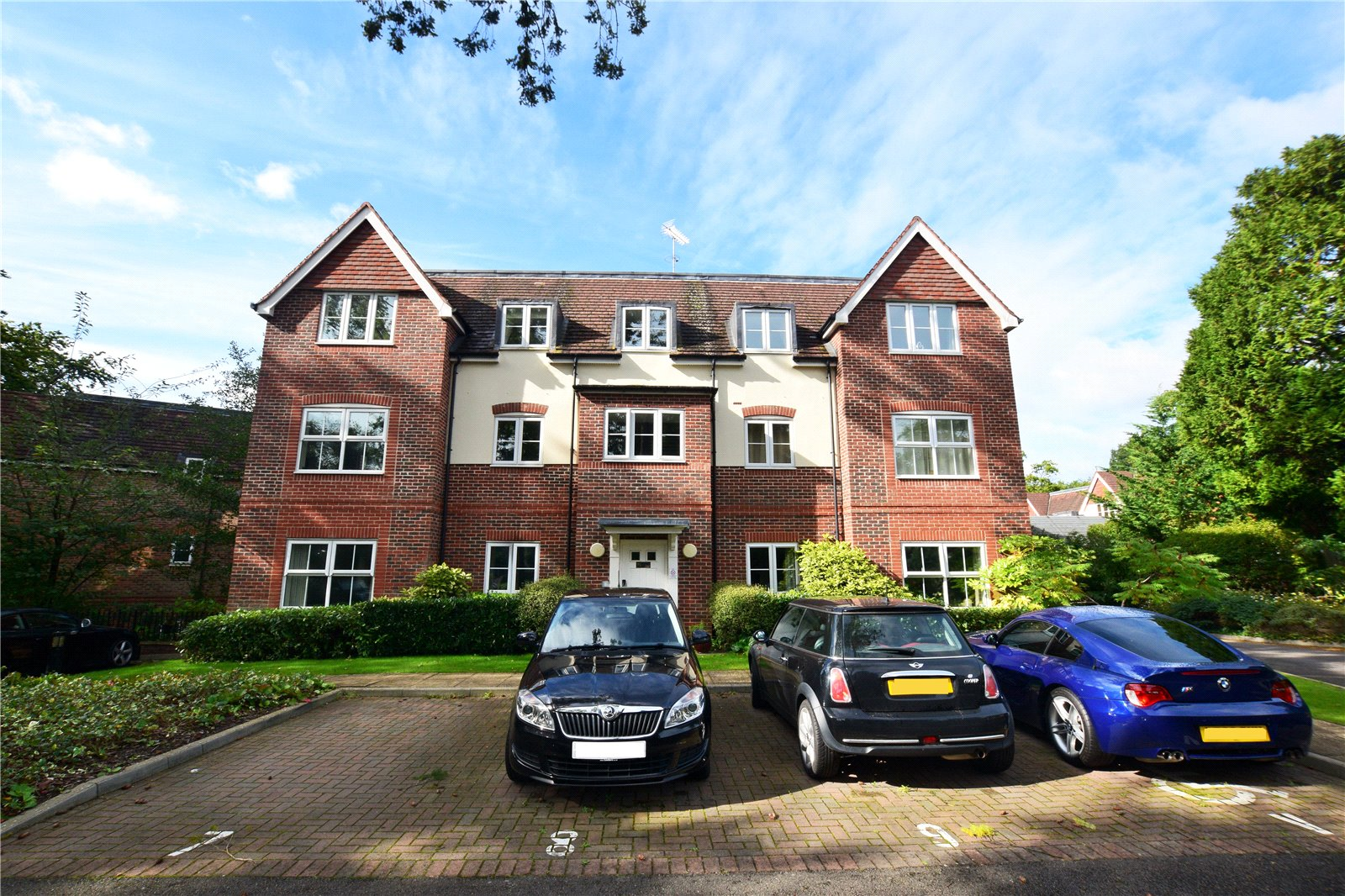 2 Bedrooms Apartment Flat for rent in St. Catherines Wood, Camberley, Surrey, GU15