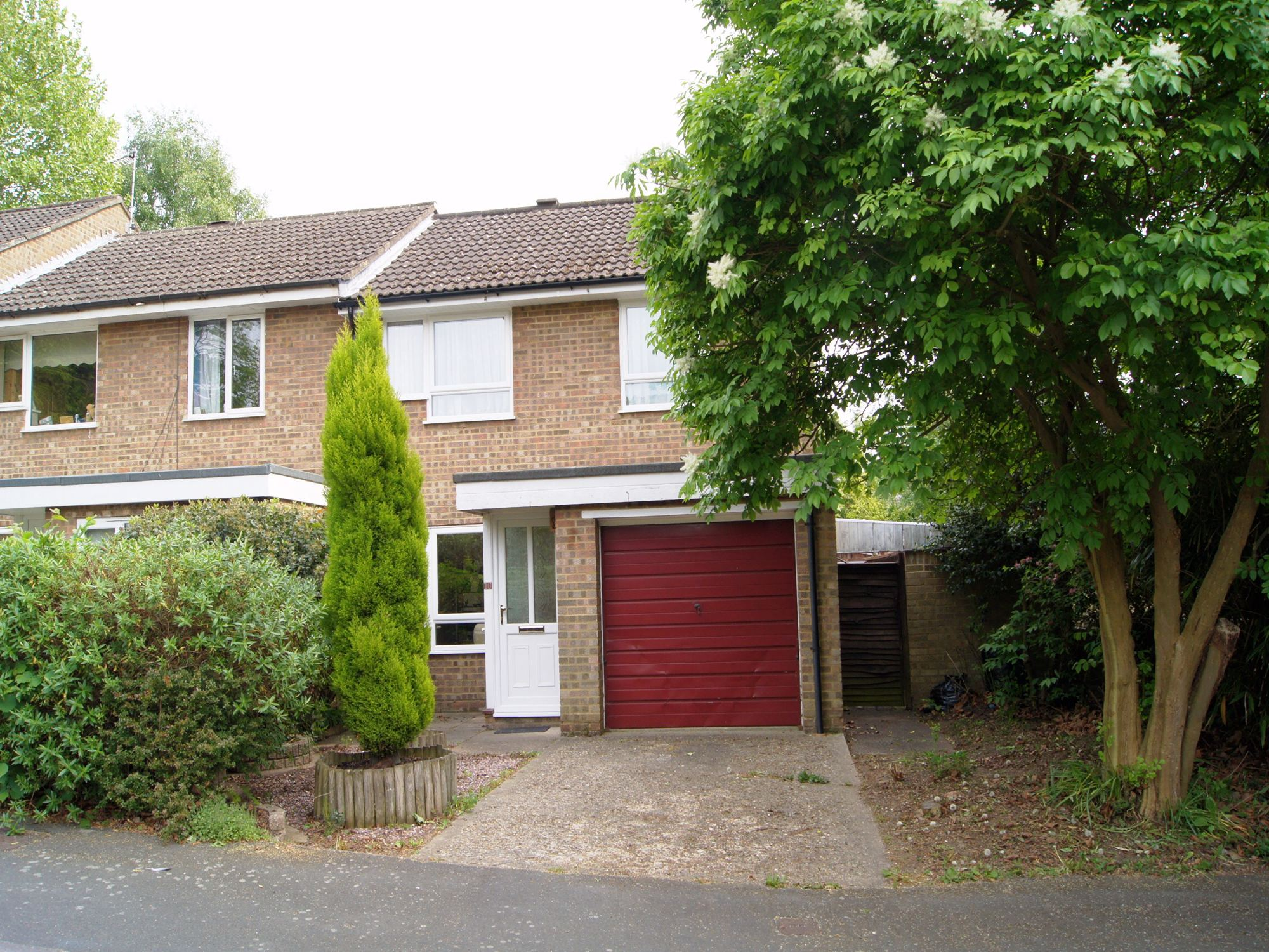 3 Bedrooms End Of Terrace House for sale in Norton Road, Camberley, Surrey, GU15