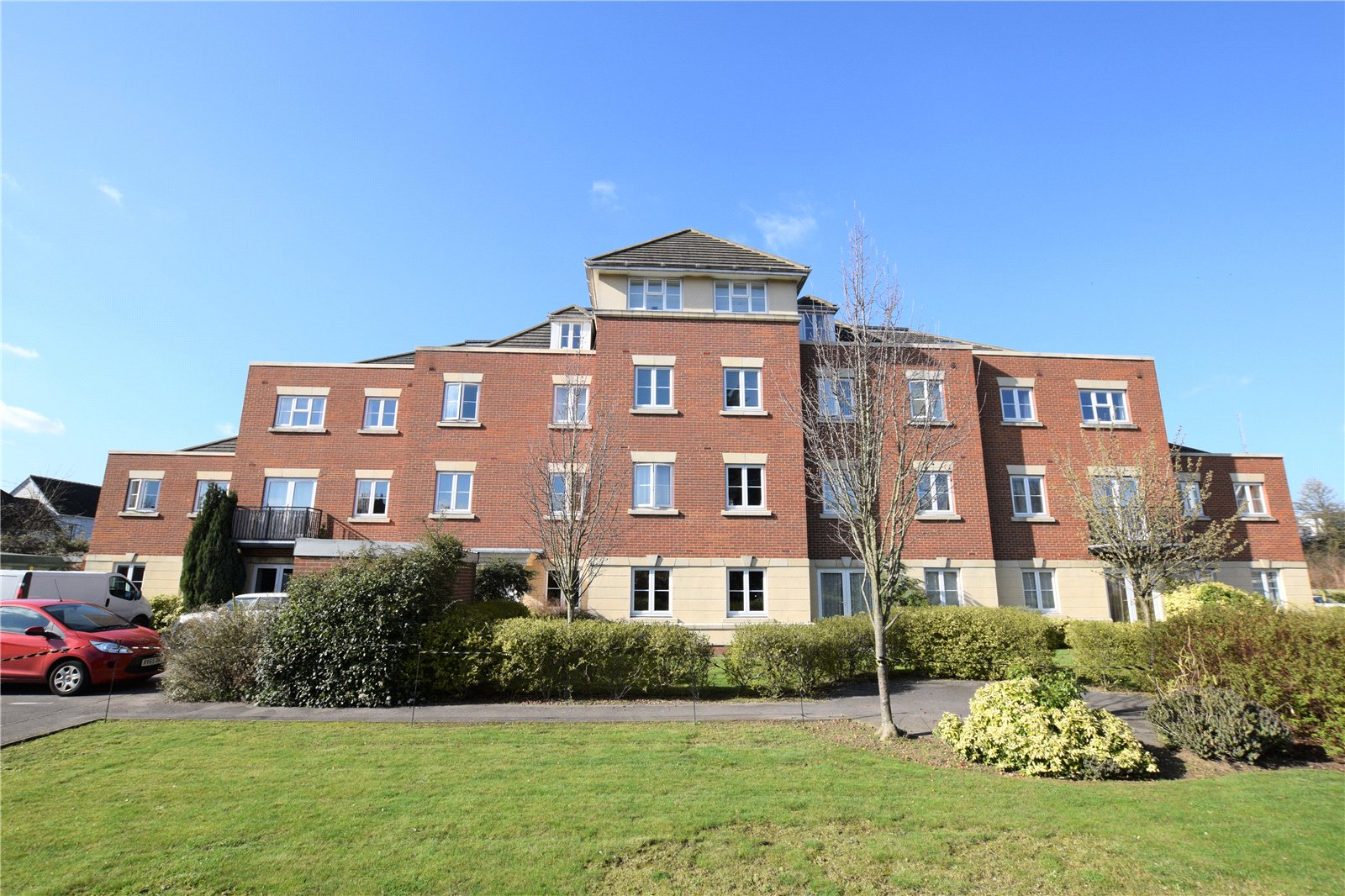 2 Bedrooms Apartment Flat for sale in Swan Court, Toad Lane, Blackwater, Hampshire, GU17