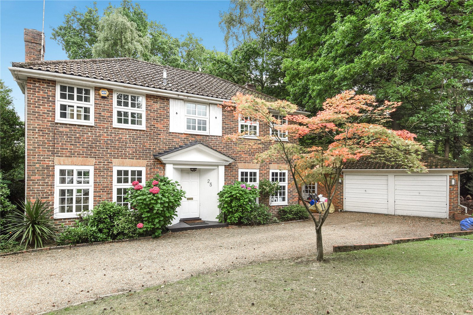 4 Bedrooms Detached House for sale in Castle Road, Camberley, Surrey, GU15
