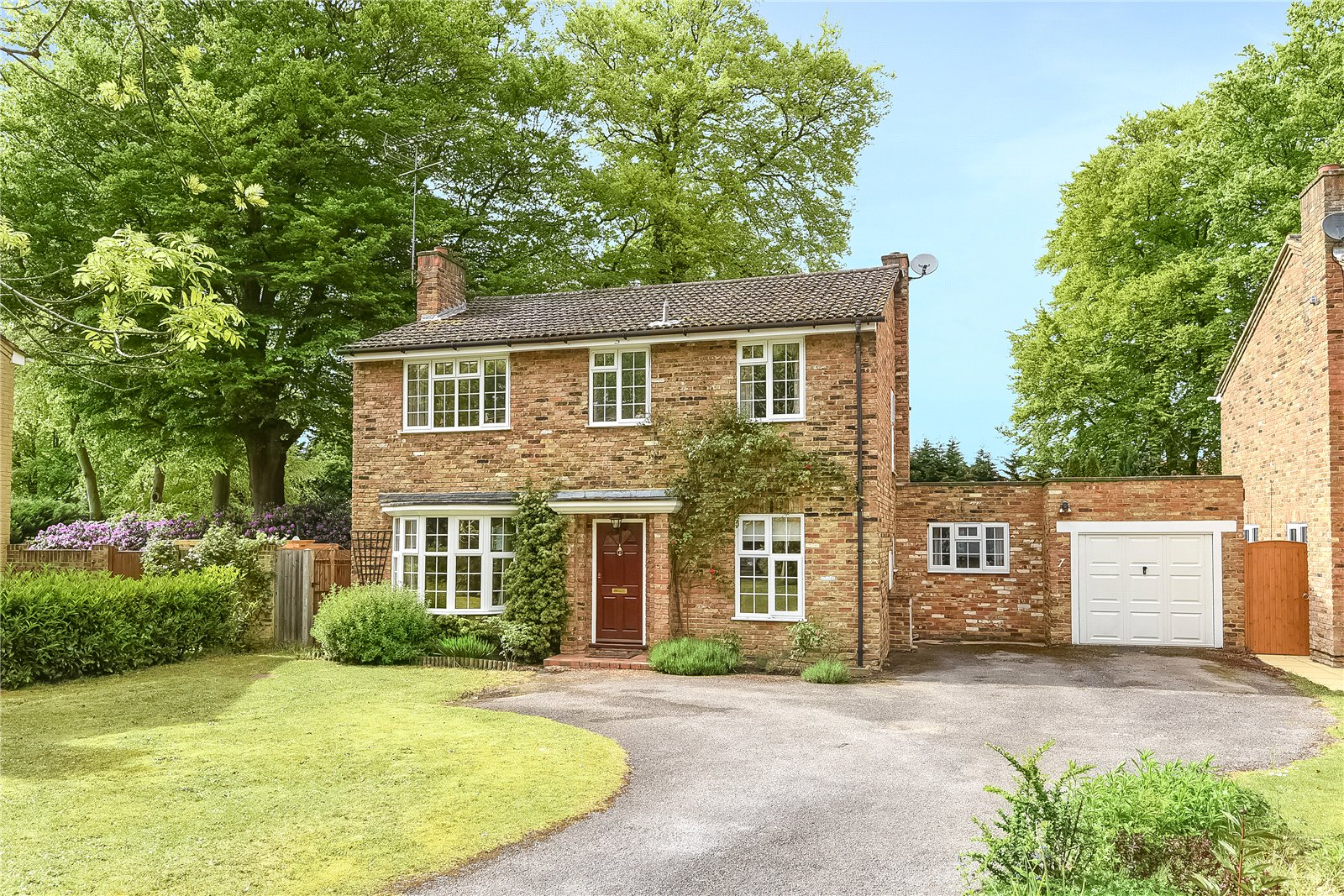 4 Bedrooms Detached House for sale in Shalbourne Rise, Camberley, Surrey, GU15