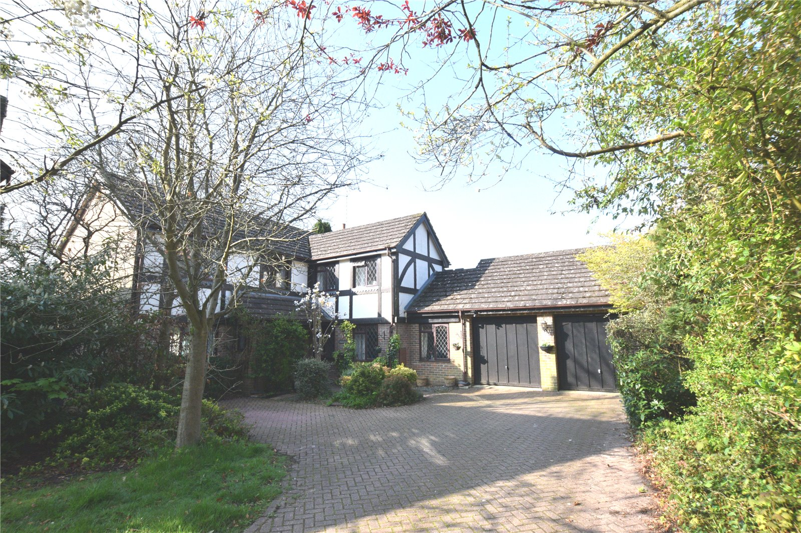 5 Bedrooms Detached House for sale in Foxdown Close, Camberley, Surrey, GU15