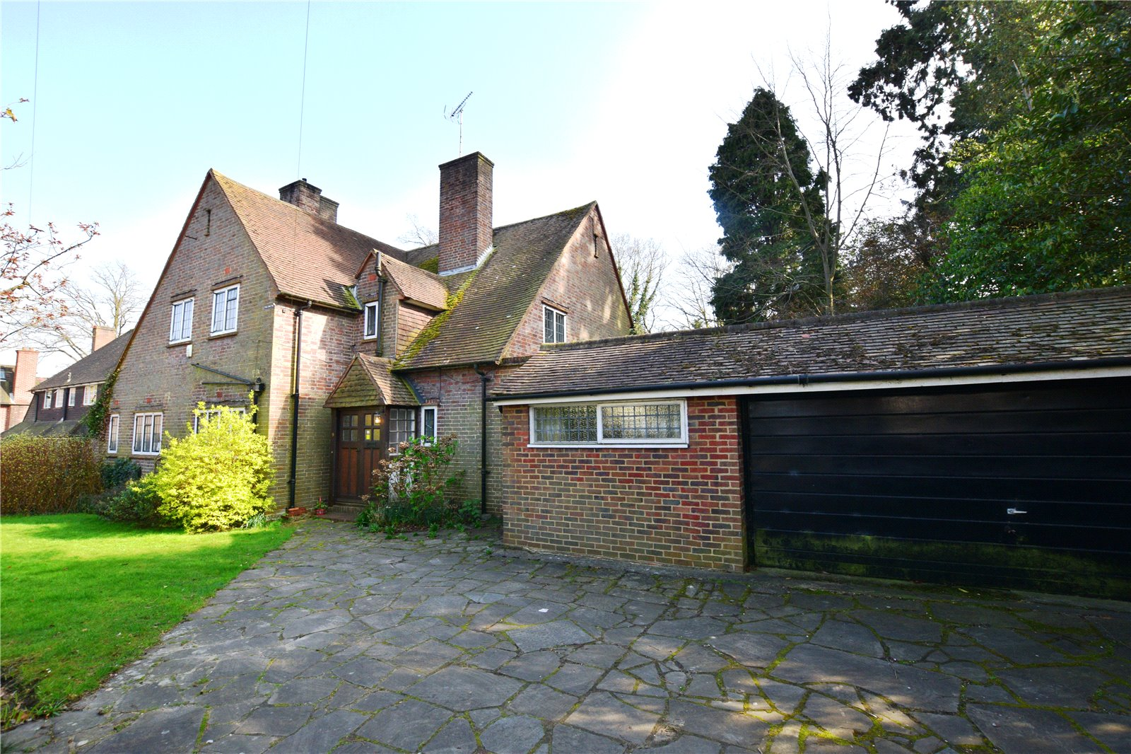 3 Bedrooms Detached House for sale in Southwell Park Road, Camberley, Surrey, GU15