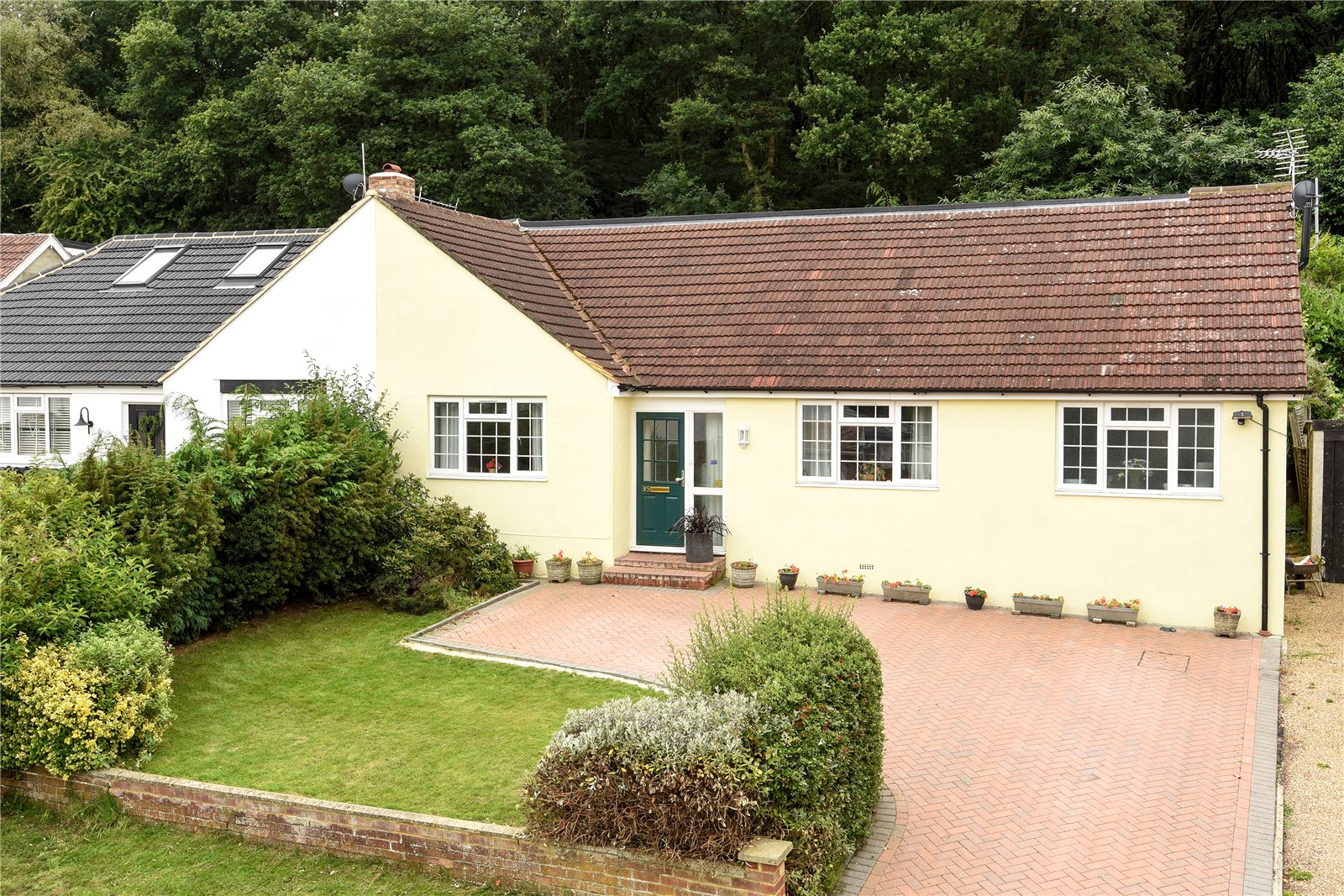 5 Bedrooms Semi Detached Bungalow for sale in Harpesford Avenue, Virginia Water, Surrey, GU25